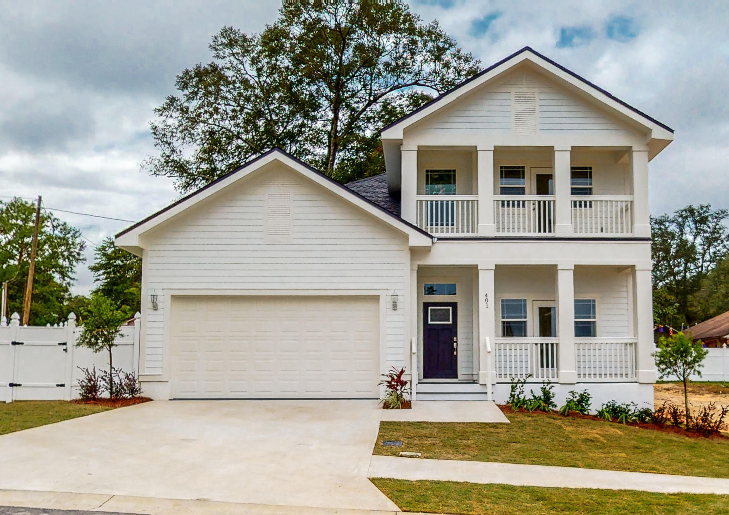 Photo of home for sale at 413 Hideaway, Niceville FL
