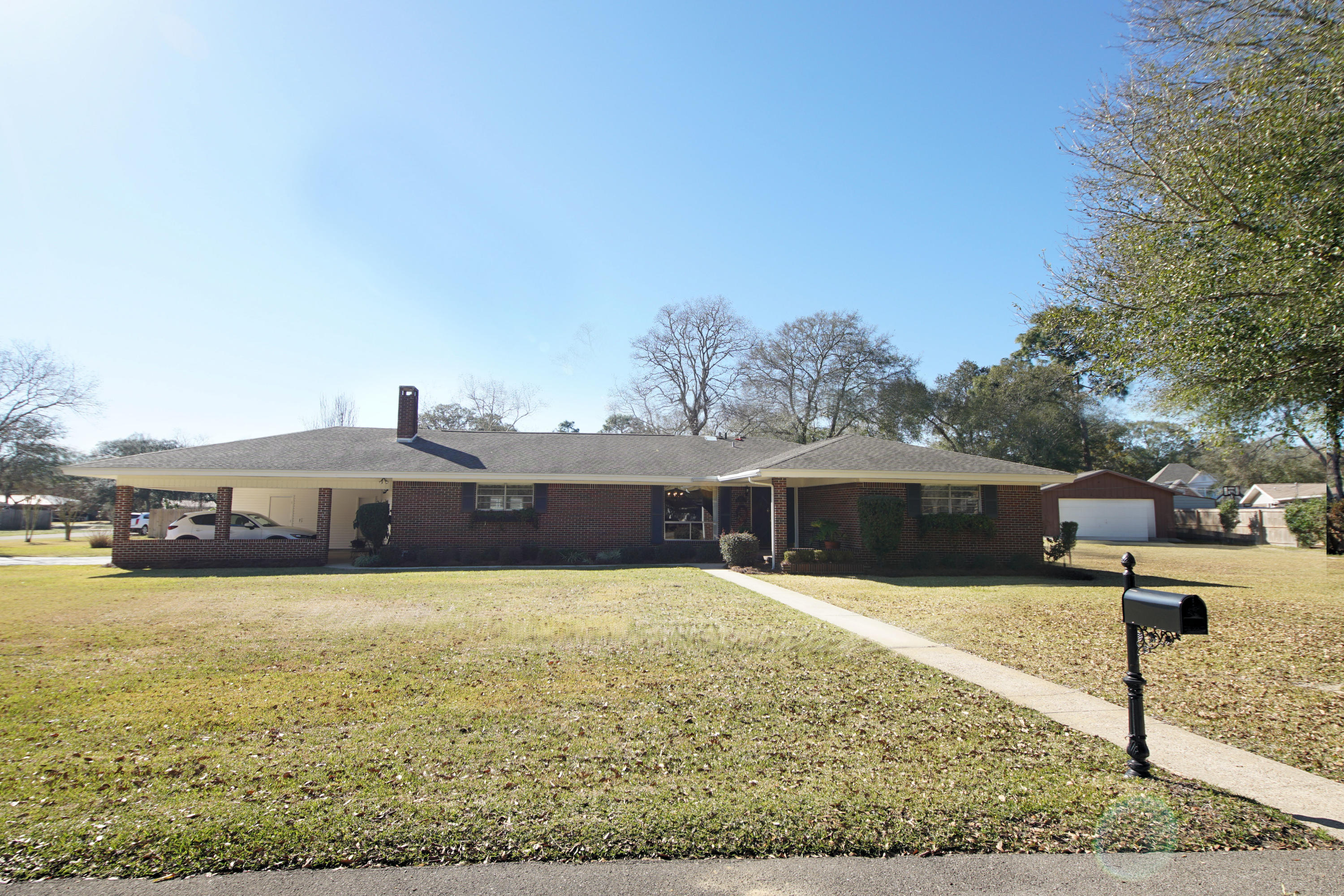 Photo of home for sale at 717 Karen, Fort Walton Beach FL