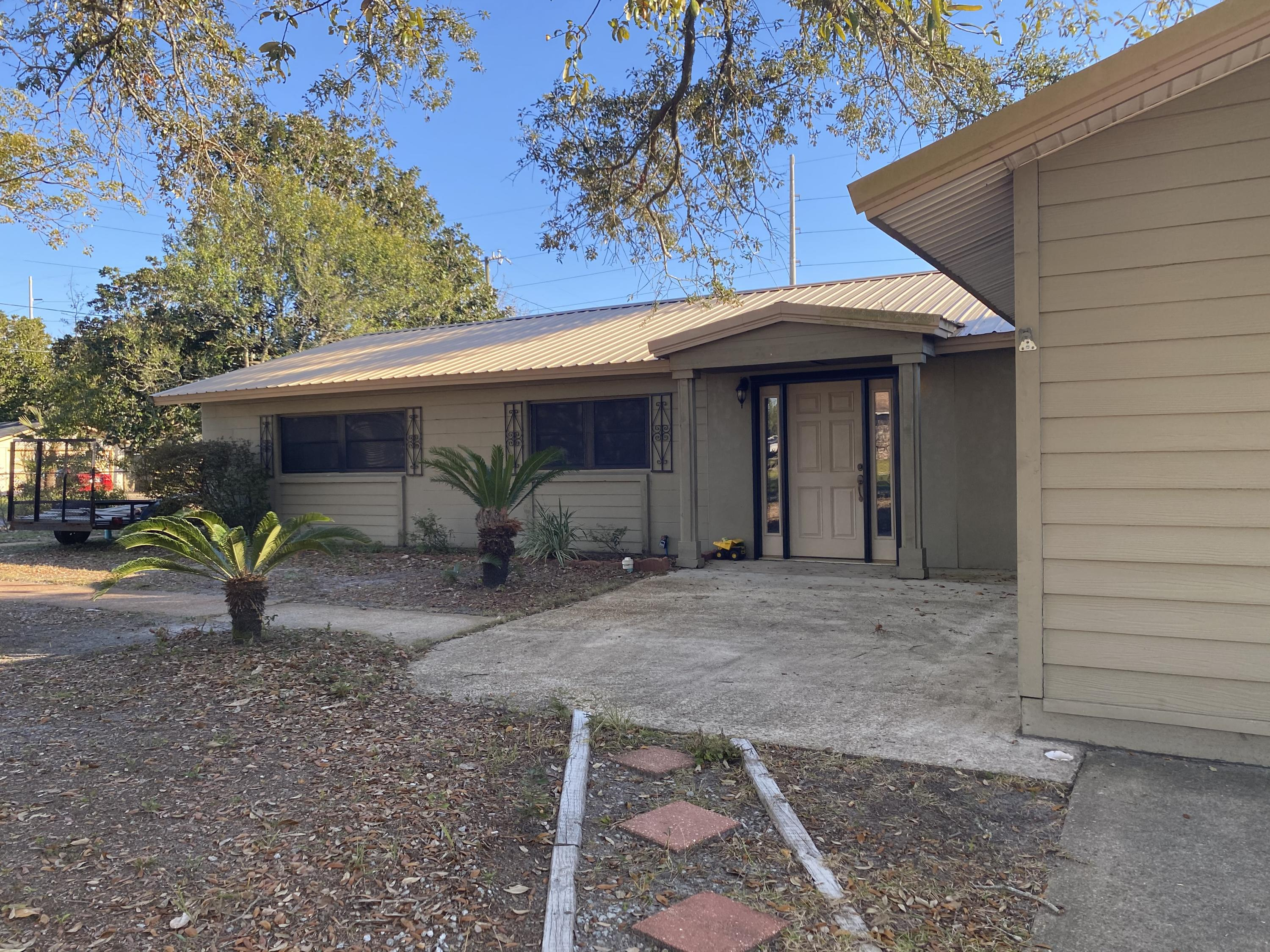 Photo of home for sale at 336 Oakland, Fort Walton Beach FL