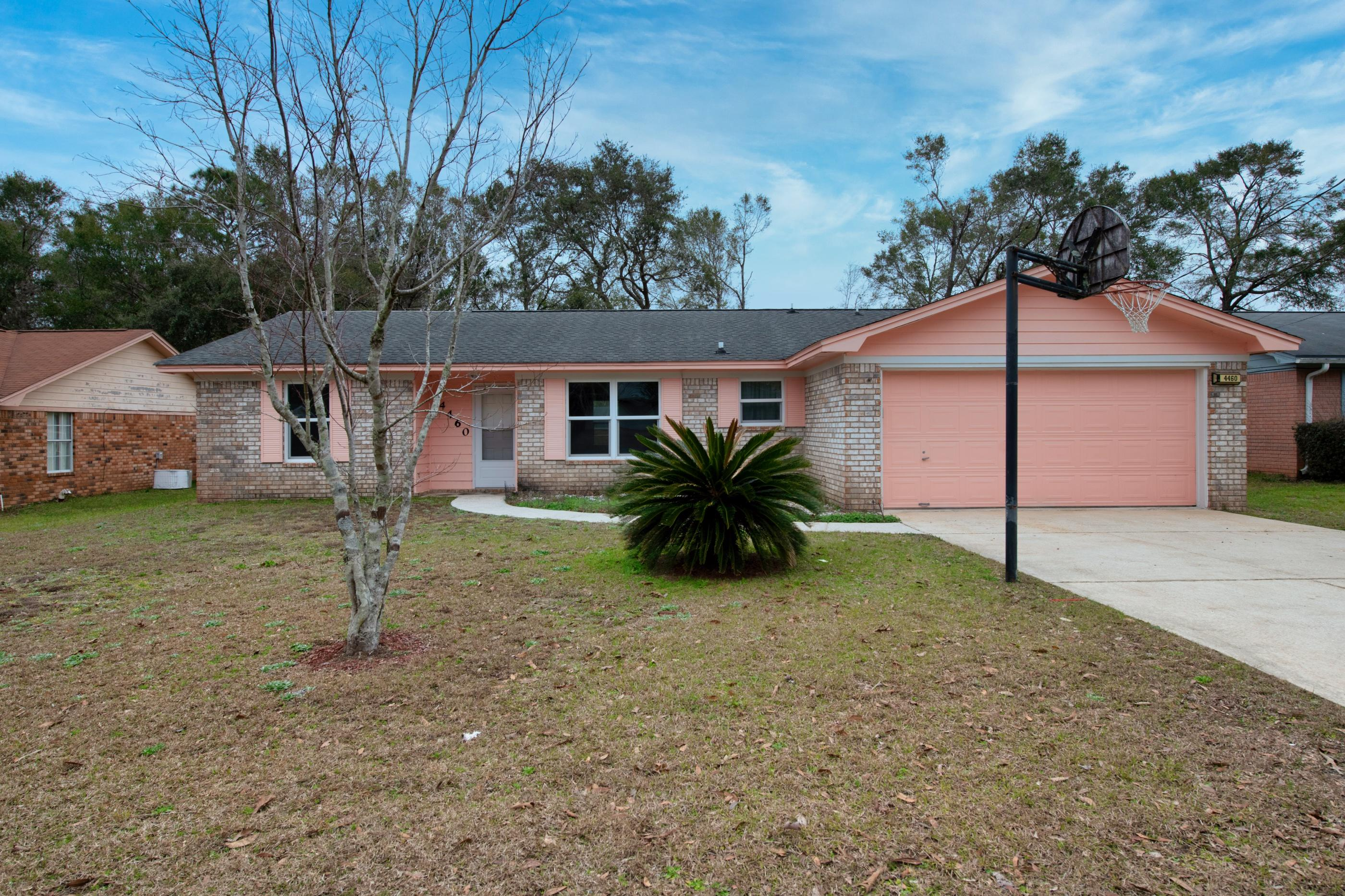 Photo of home for sale at 4460 Chantilly, Milton FL