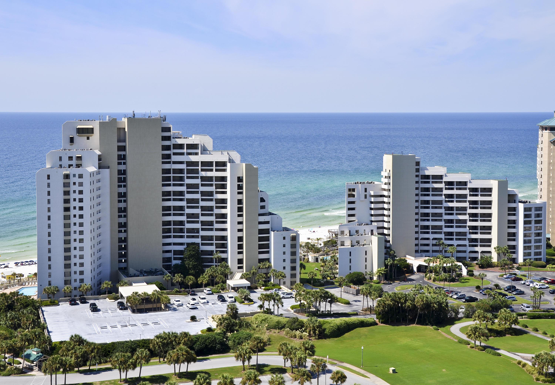 Photo of home for sale at 4233 Beachside Two, Miramar Beach FL