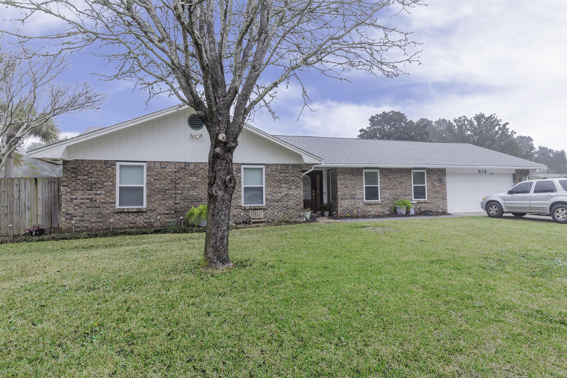 Photo of home for sale at 618 Caribbean, Niceville FL