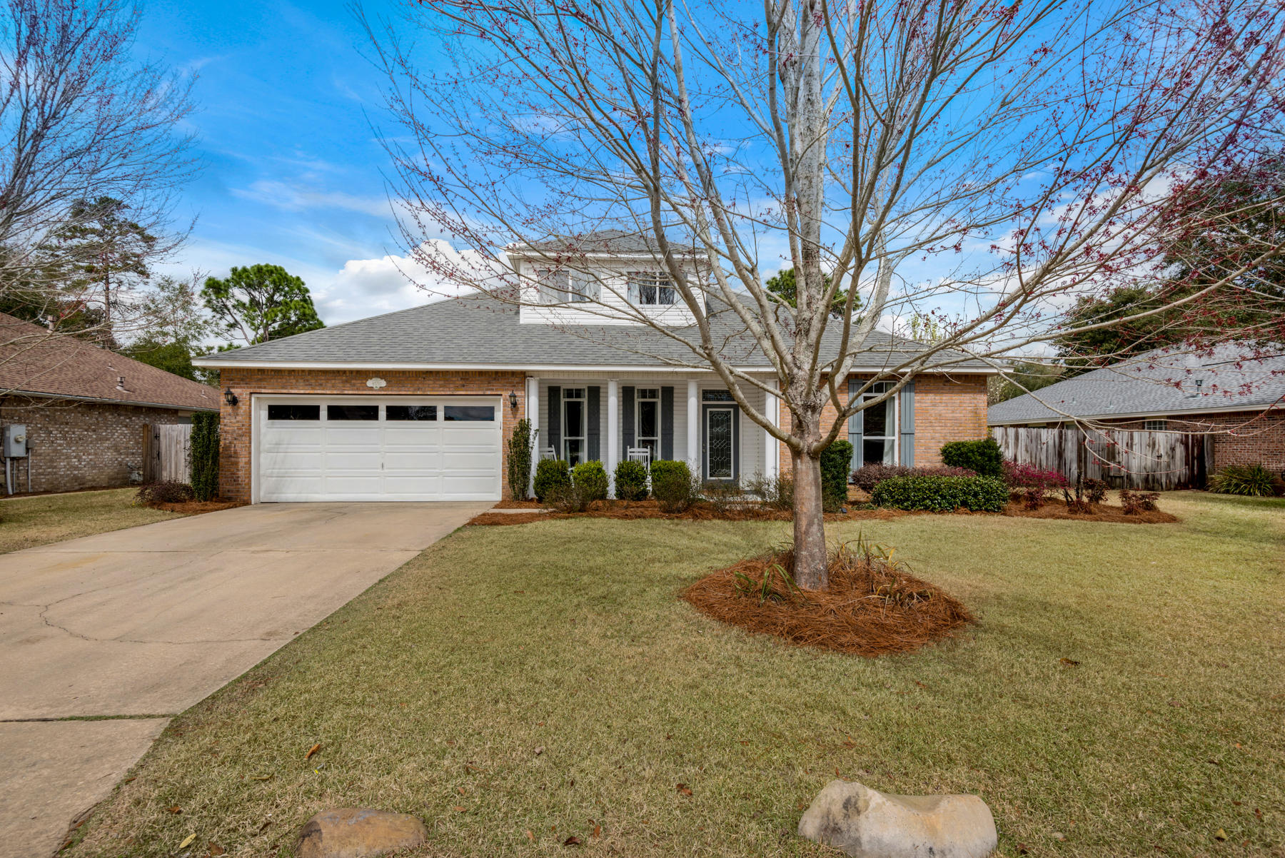Photo of home for sale at 4551 Castlewood, Niceville FL
