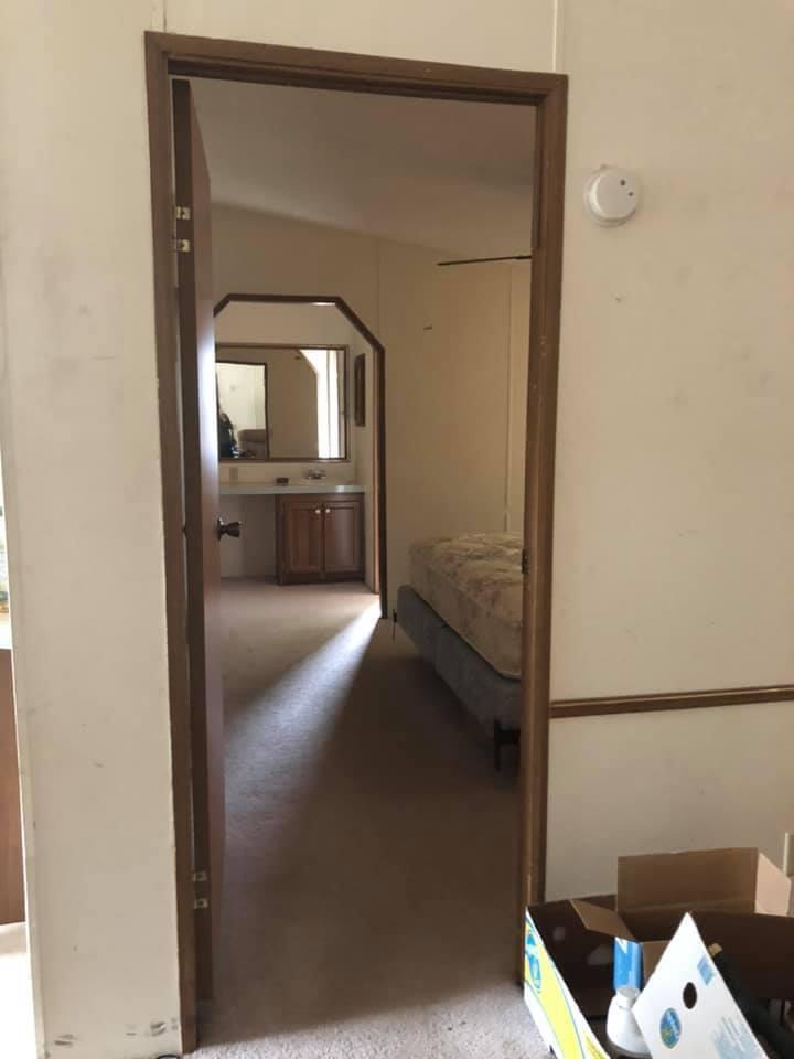 Photo of home for sale at 240 Vanderheide, Defuniak Springs FL