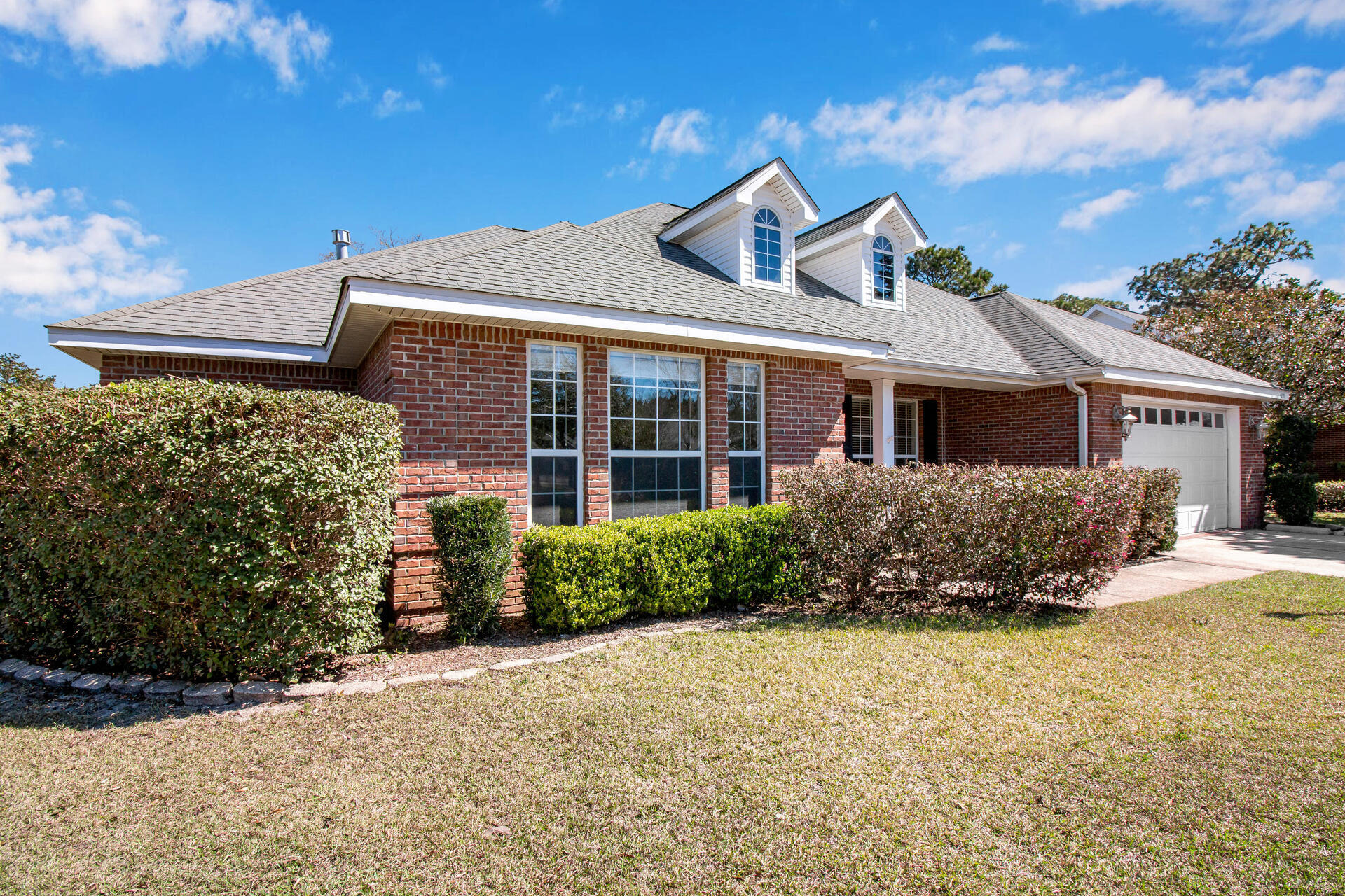 Photo of home for sale at 4235 Lost Horse, Niceville FL