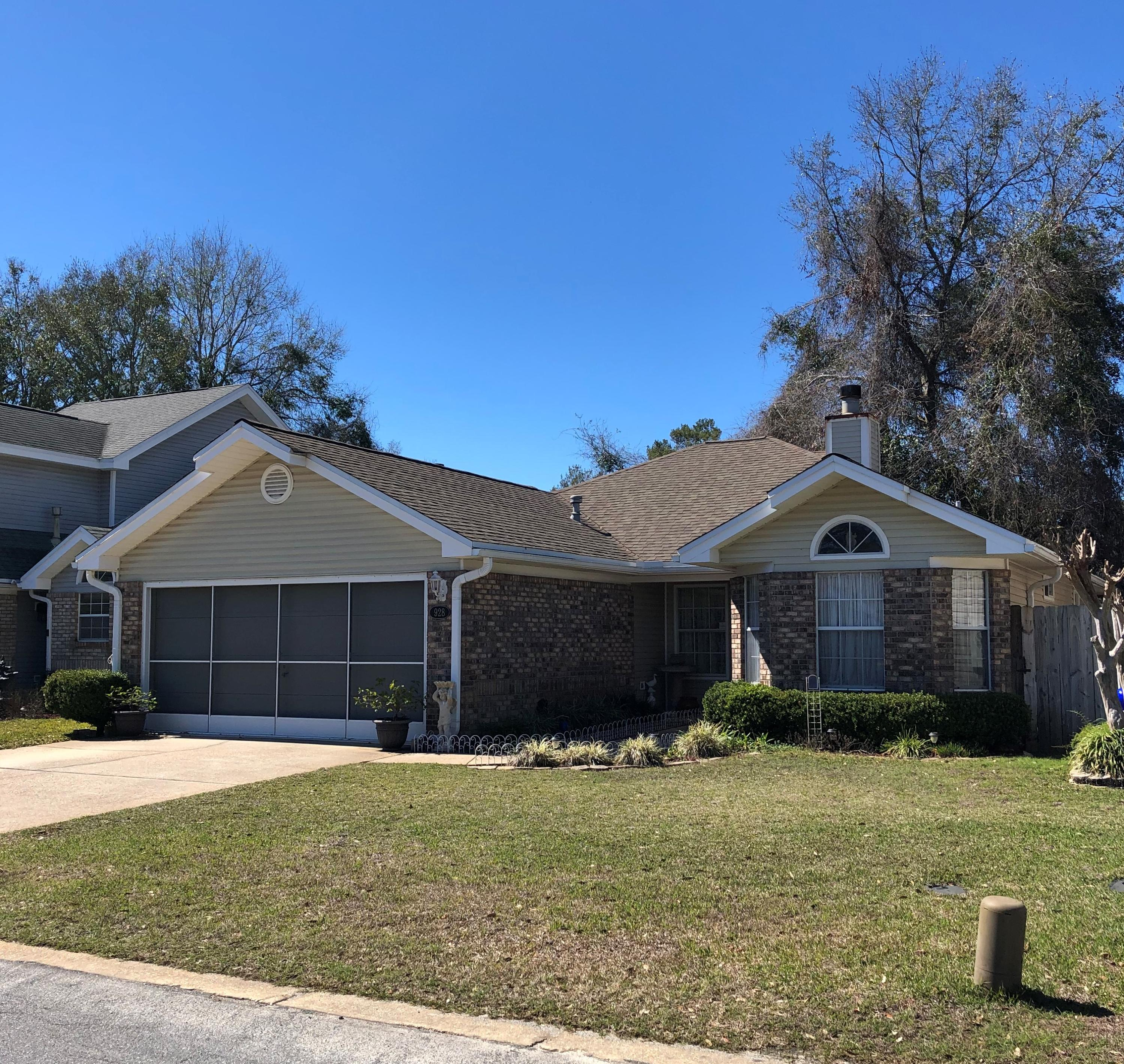 Photo of home for sale at 928 Roanoke, Fort Walton Beach FL