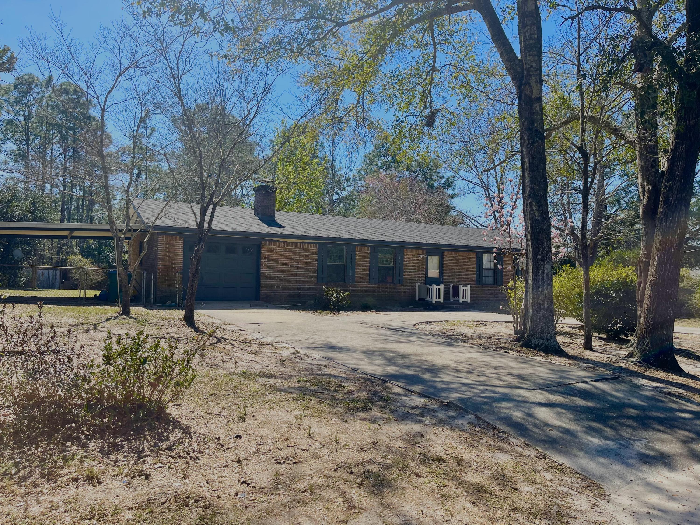 Photo of home for sale at 246 Ridgelake, Crestview FL