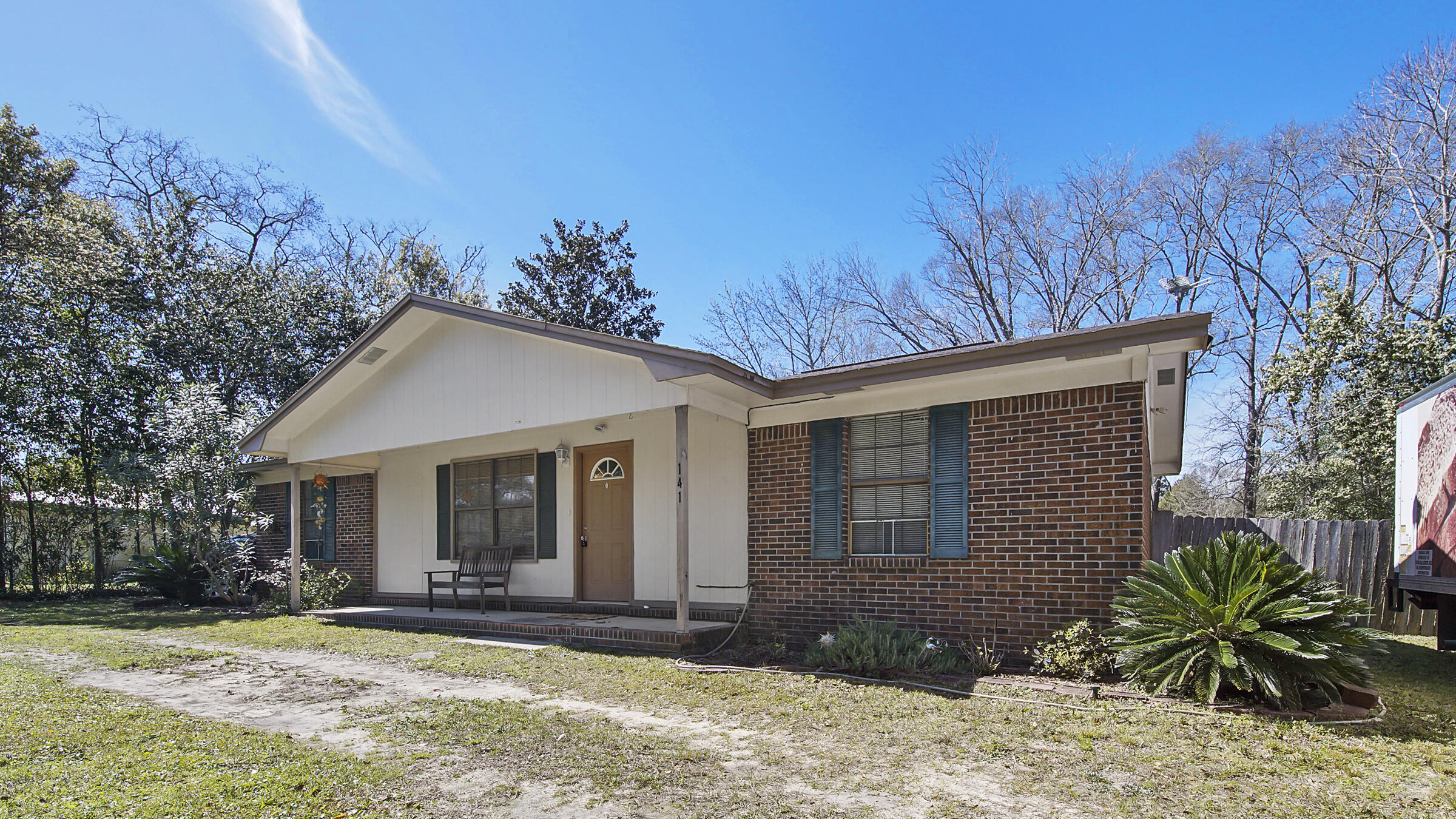 Photo of home for sale at 141 Shoemaker, Defuniak Springs FL