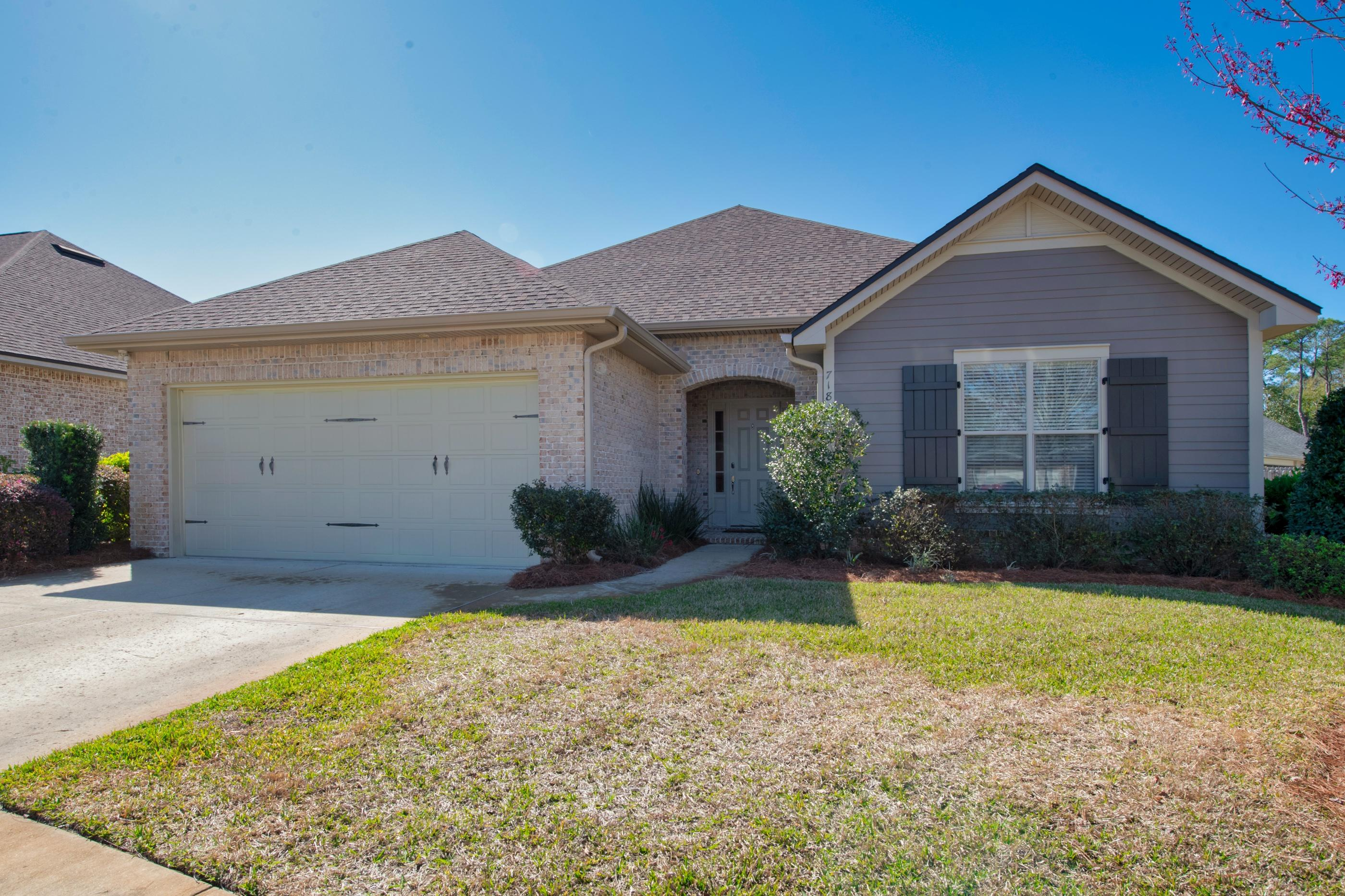 Photo of home for sale at 718 Woods, Niceville FL