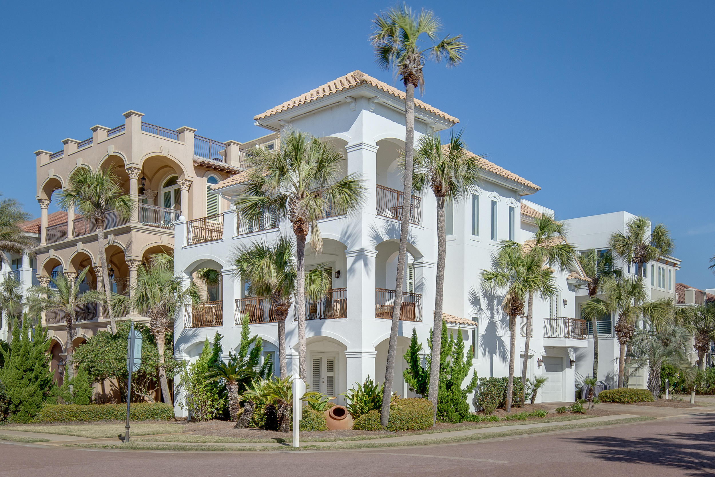 Photo of home for sale at 4755 Ocean, Destin FL
