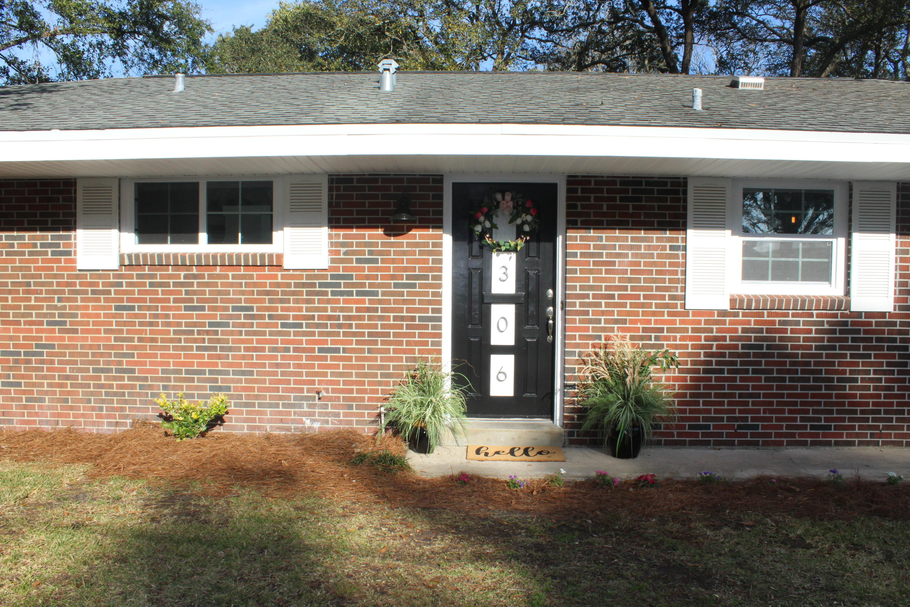 Photo of home for sale at 306 Leah Miller, Fort Walton Beach FL