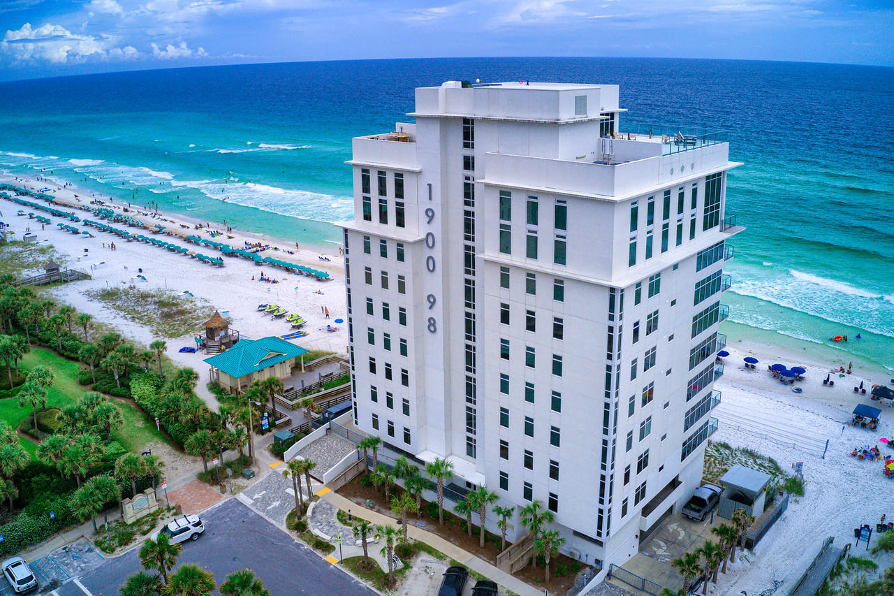 A 3 Bedroom 3 Bedroom 1900 Ninety Eight Condominium