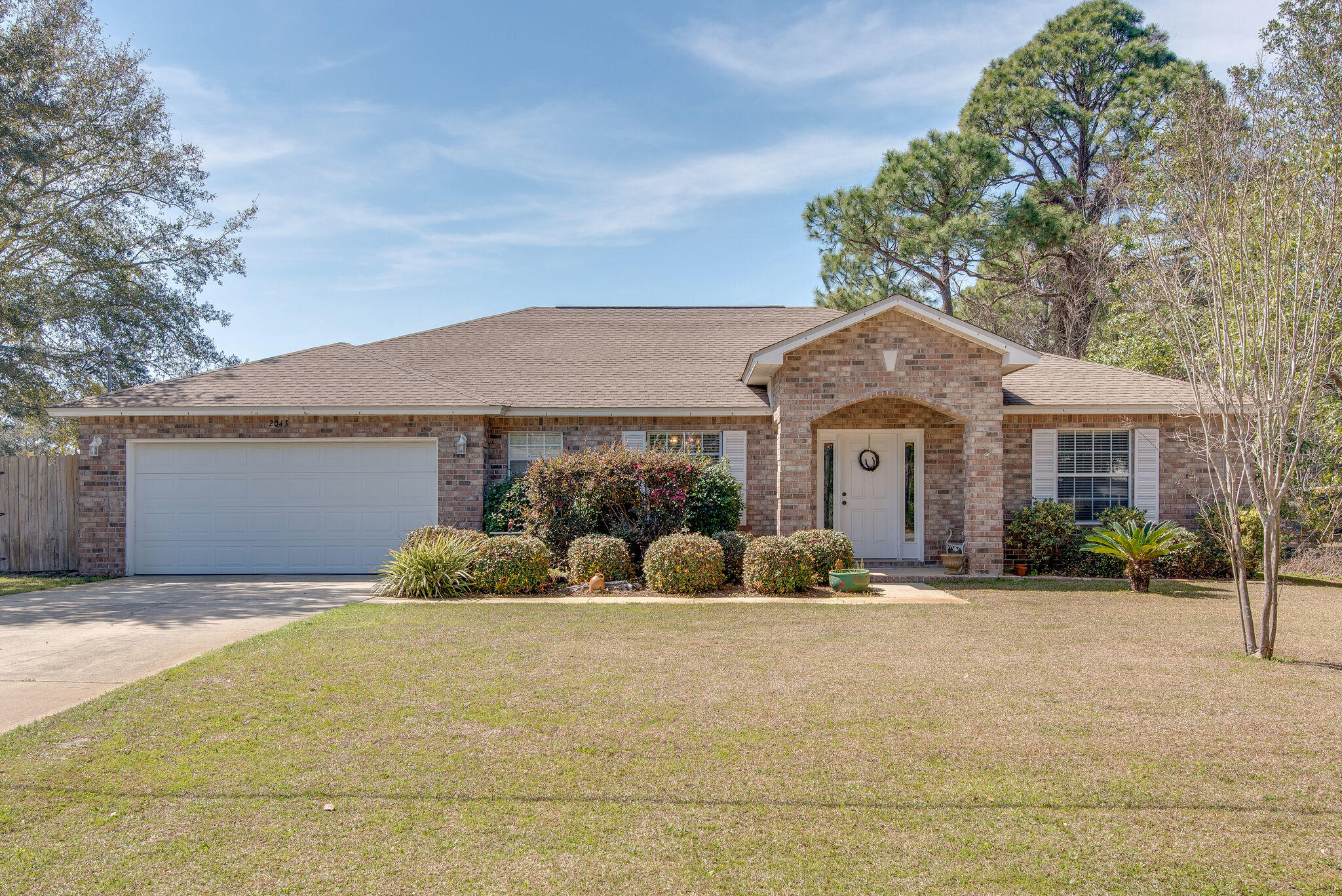 Photo of home for sale at 2043 Las Vegas, Navarre FL