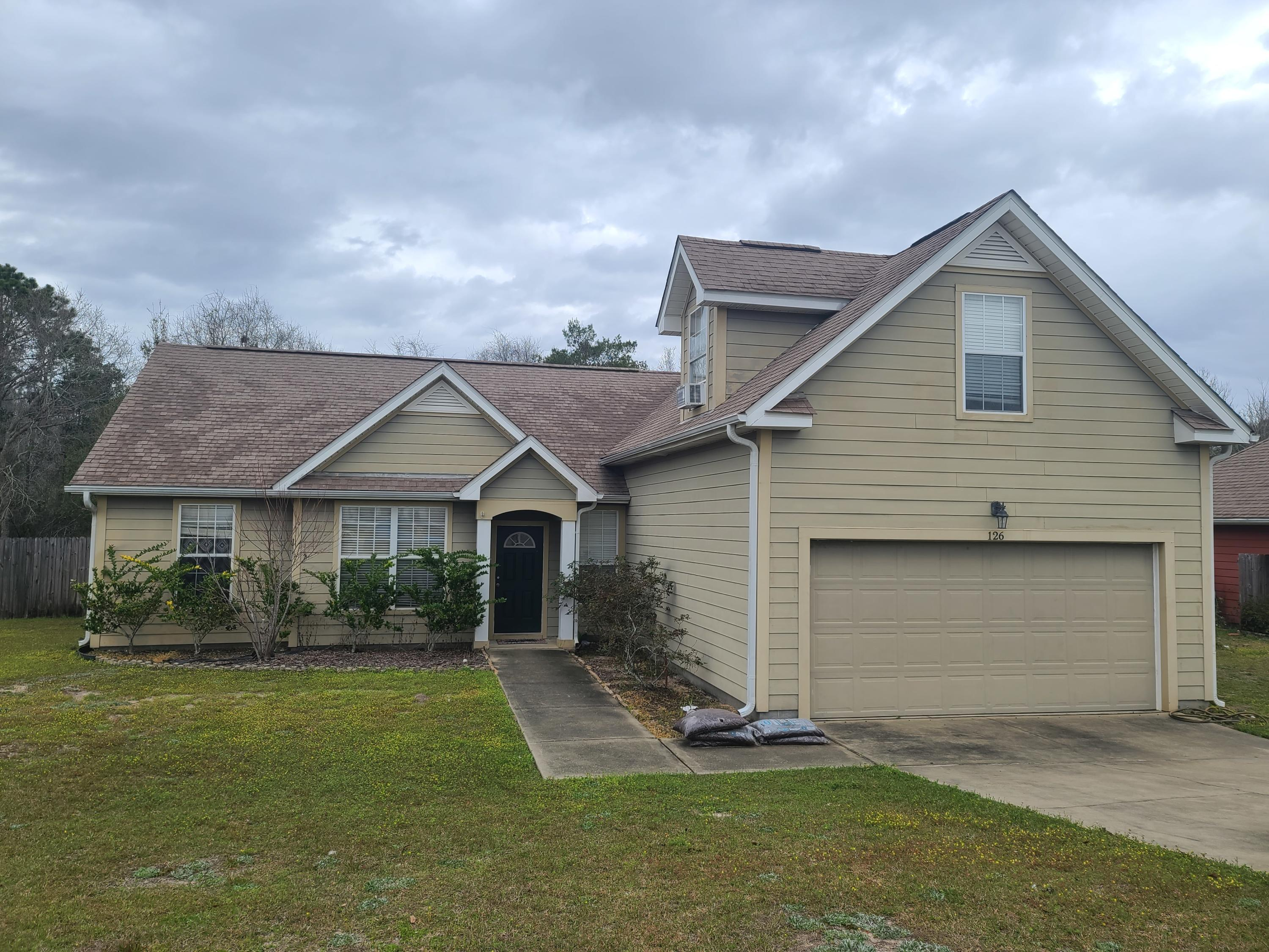 Photo of home for sale at 126 Peoria, Crestview FL
