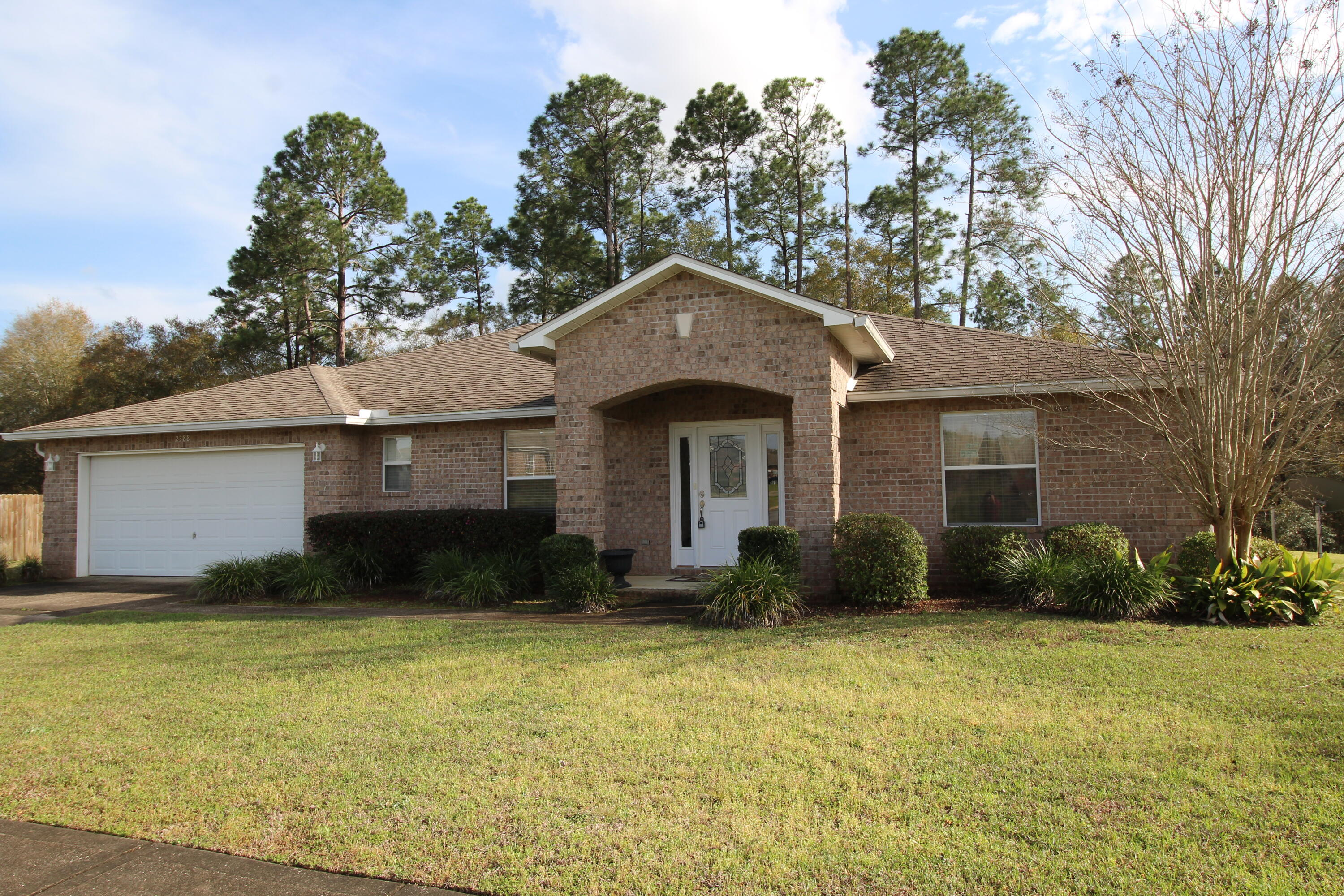 Photo of home for sale at 2388 Cumberland, Crestview FL