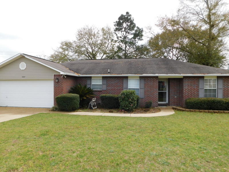 Photo of home for sale at 207 Lustan, Crestview FL