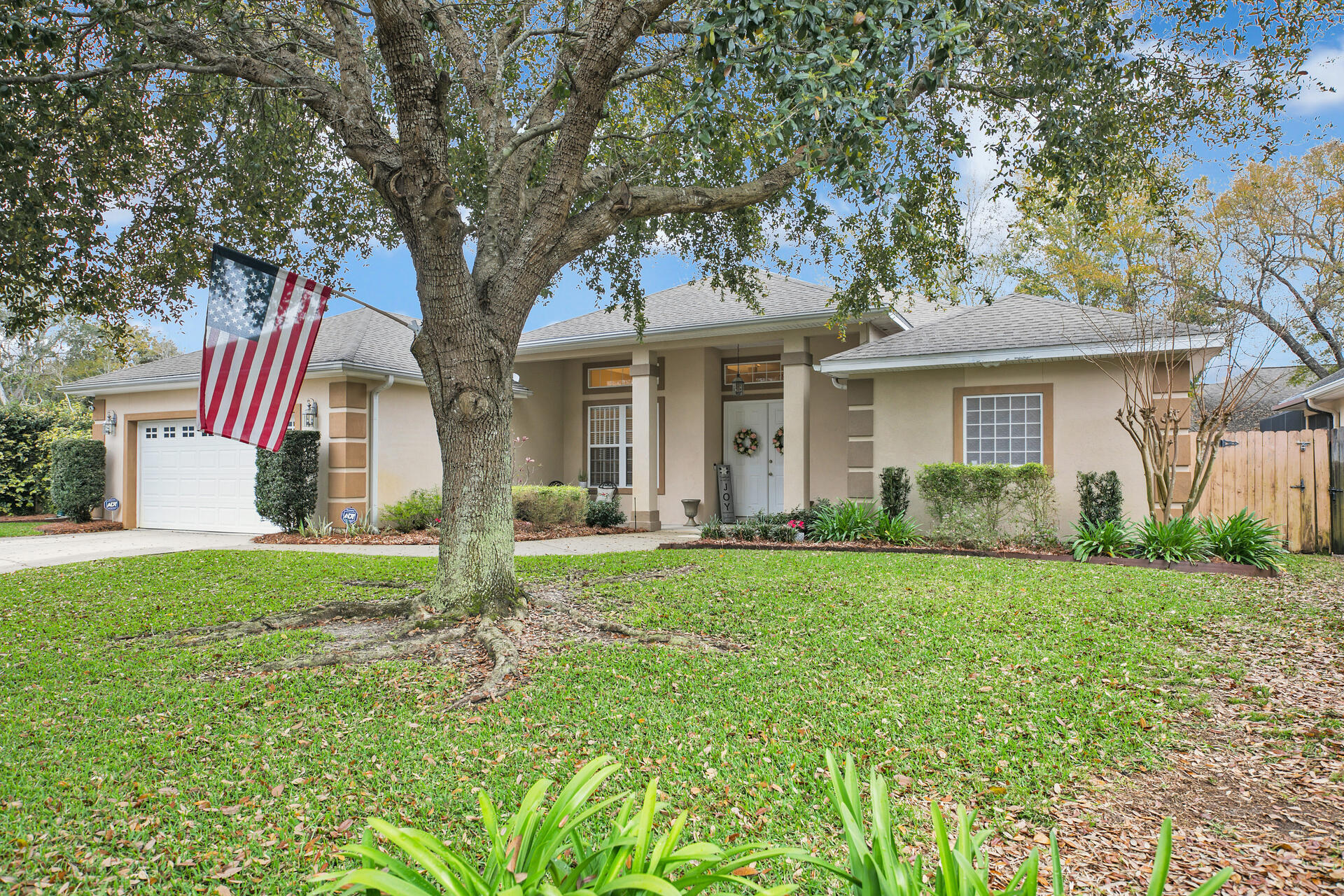 Photo of home for sale at 4154 Ward Cove, Niceville FL