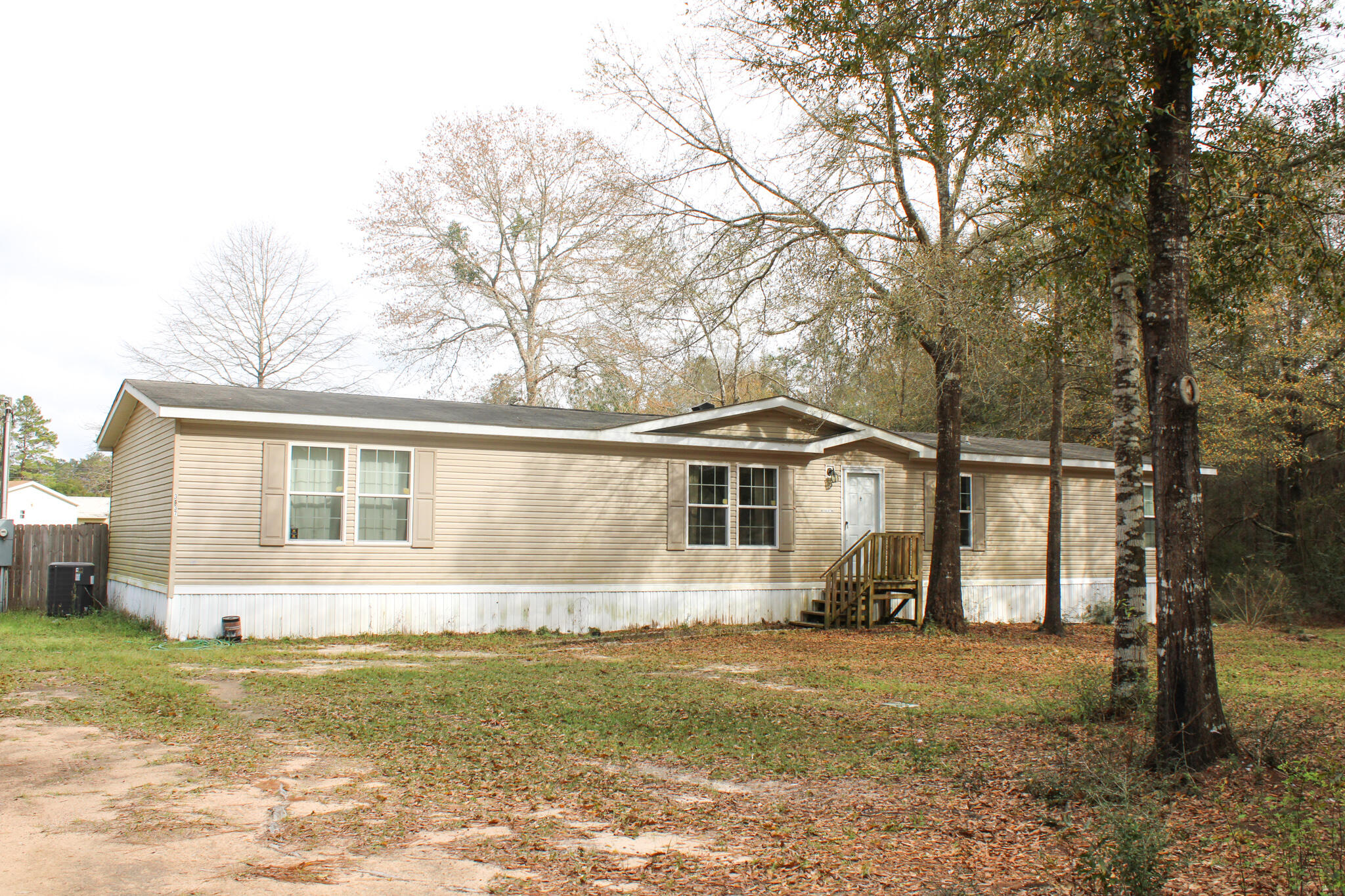 Photo of home for sale at 3437 Finch, Crestview FL