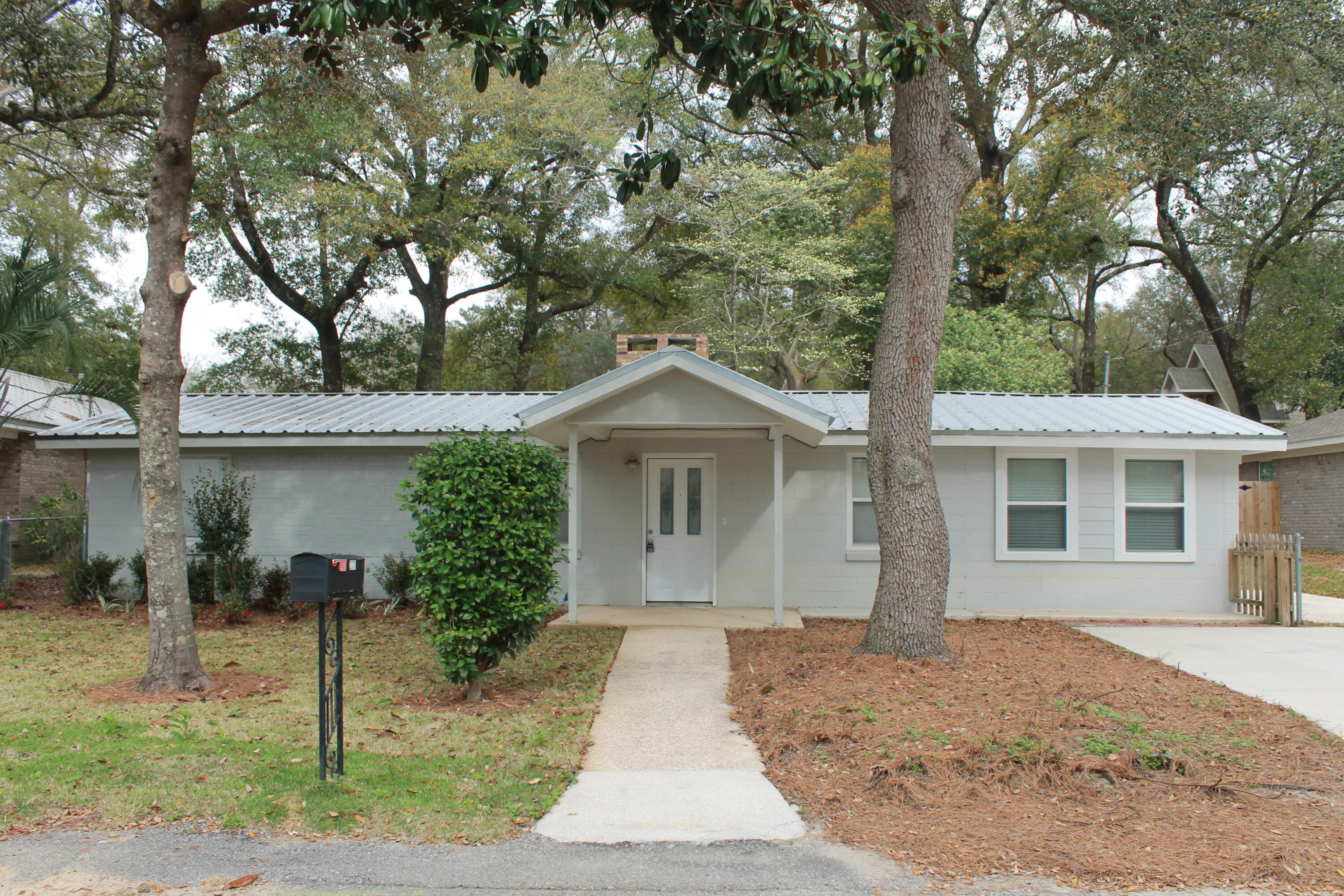 Photo of home for sale at 233 White, Niceville FL