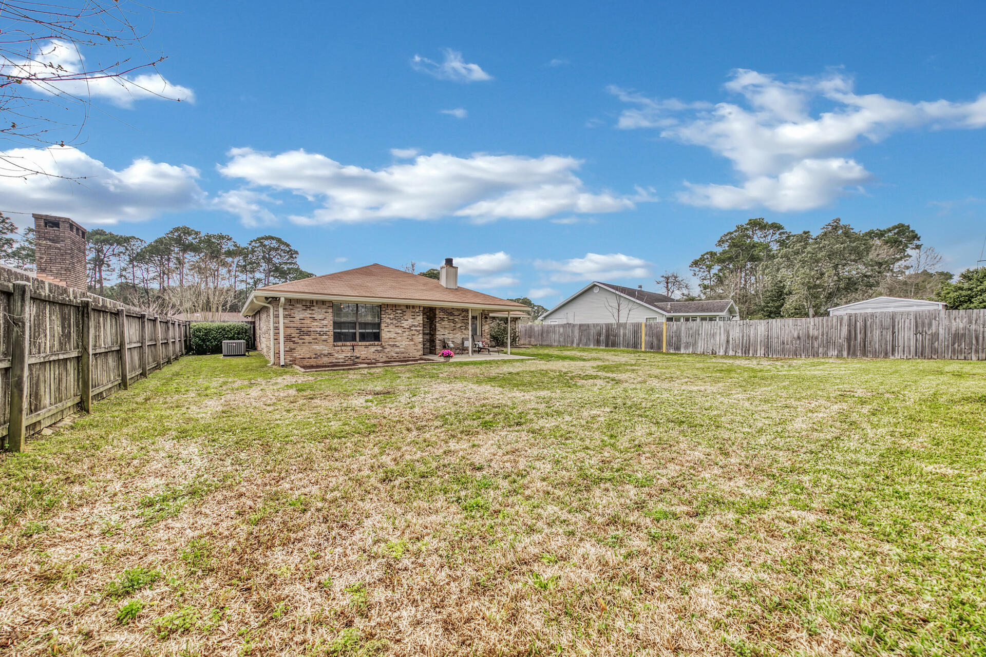 Photo of home for sale at 744 Overbrook, Fort Walton Beach FL