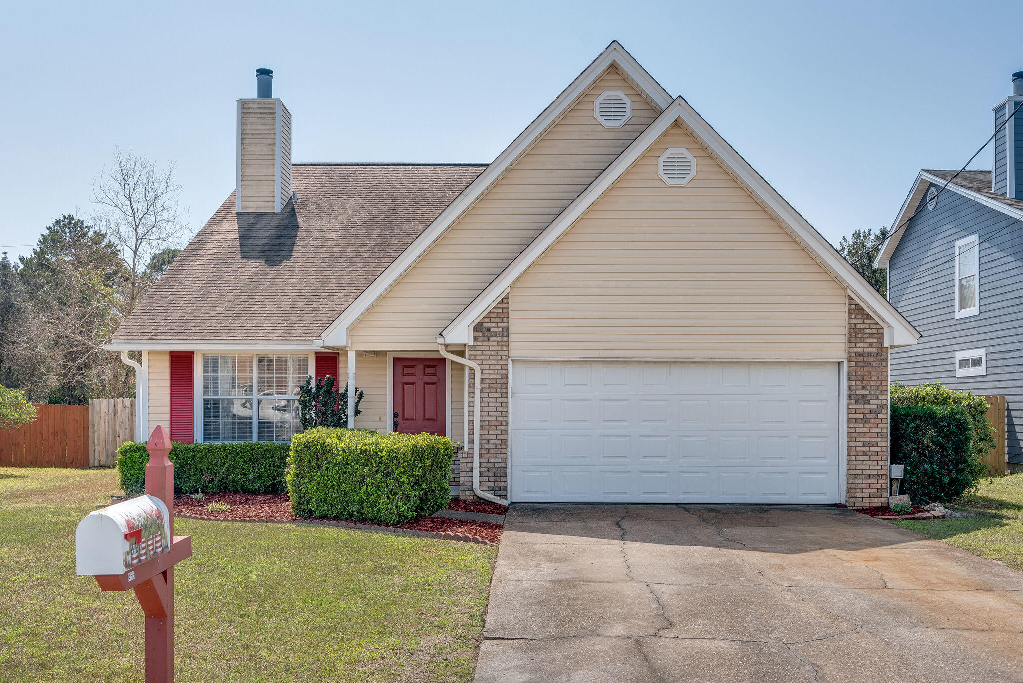 Photo of home for sale at 455 Sandy Ridge, Mary Esther FL
