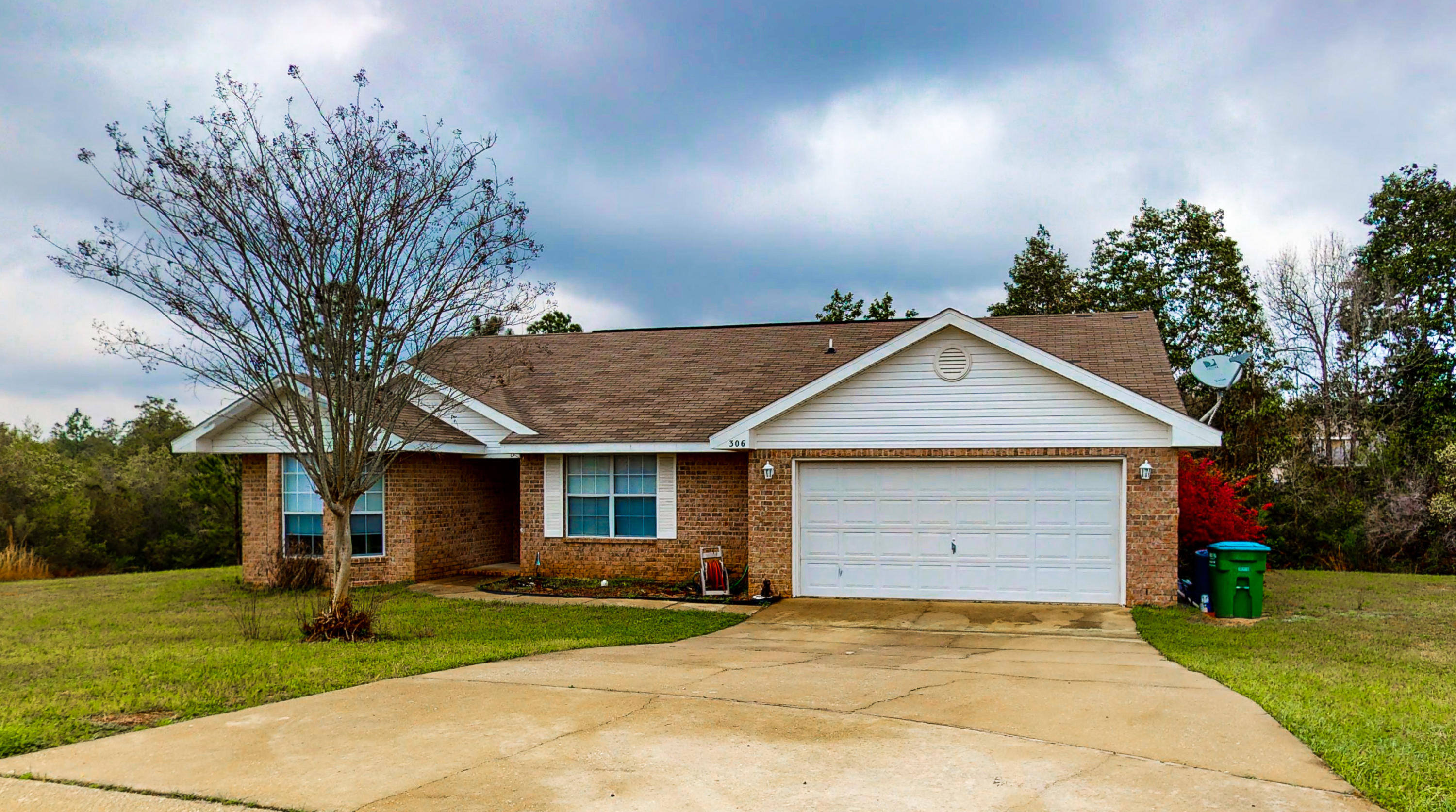 Photo of home for sale at 306 Shield, Crestview FL