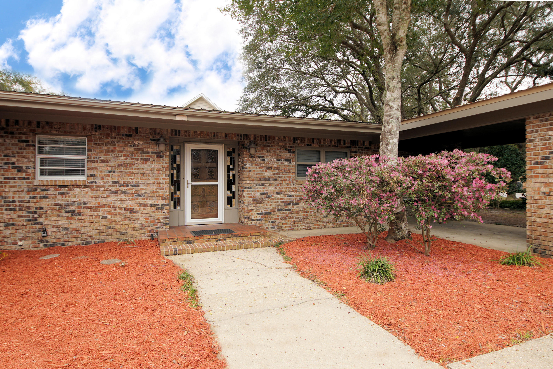 Photo of home for sale at 326 Jasmine, Valparaiso FL