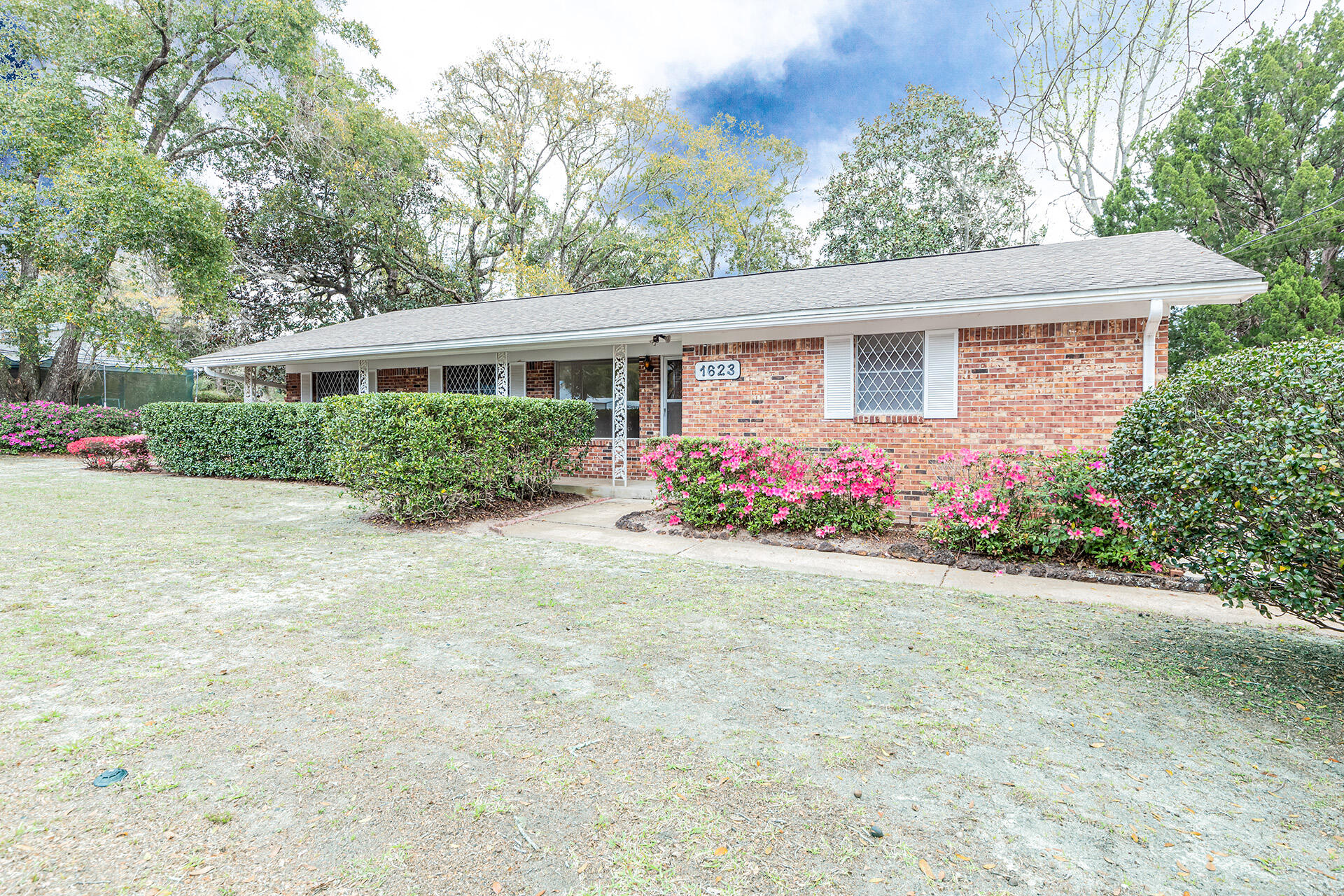 Photo of home for sale at 1623 18th, Niceville FL