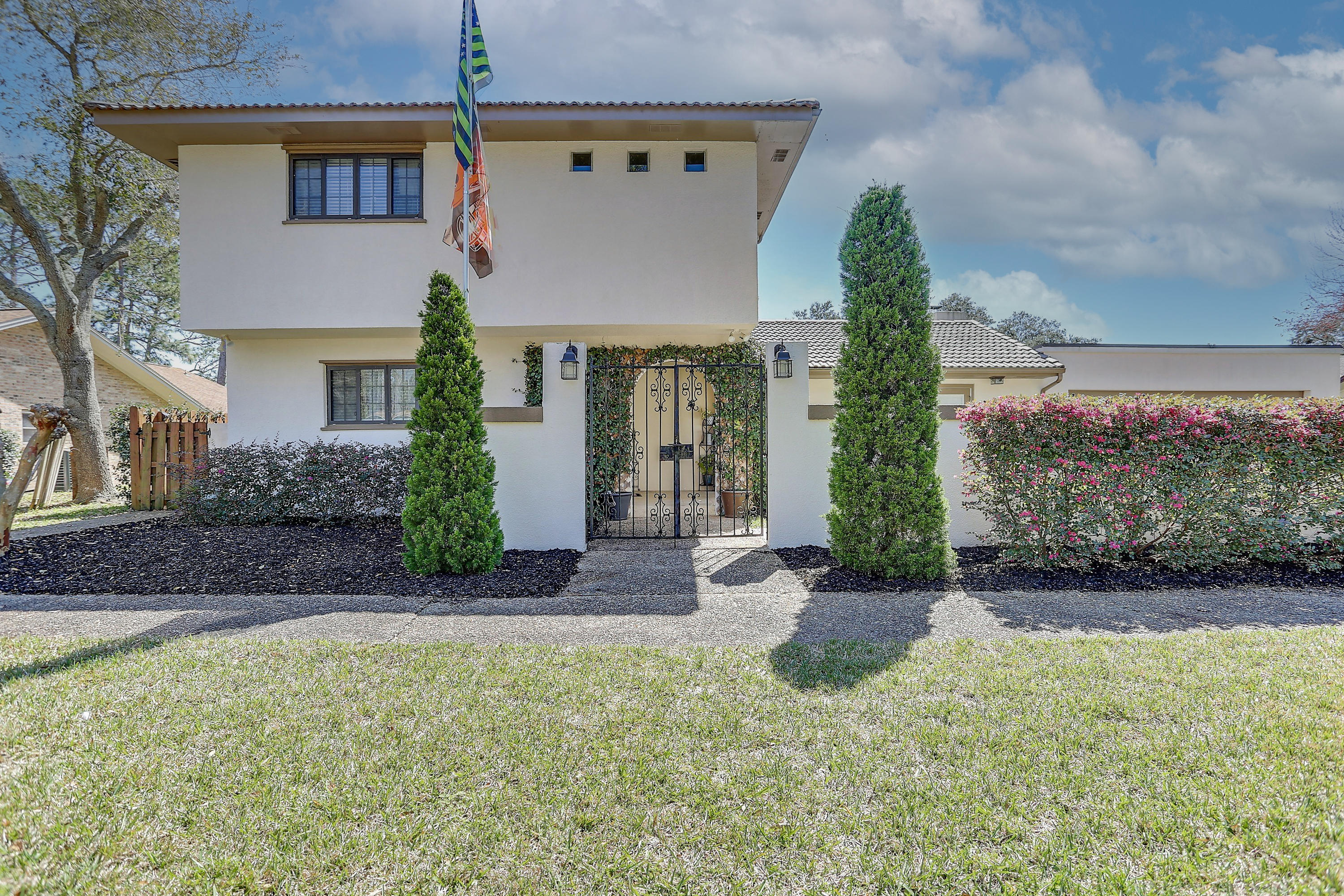 Photo of home for sale at 57 Lake Lorraine, Shalimar FL
