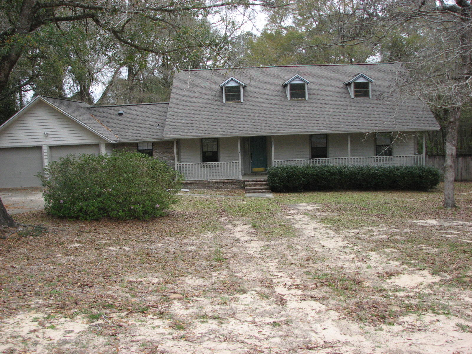 Photo of home for sale at 121 Eloise, Crestview FL