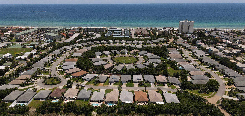 Photo of home for sale at 122 Secret Harbor, Miramar Beach FL