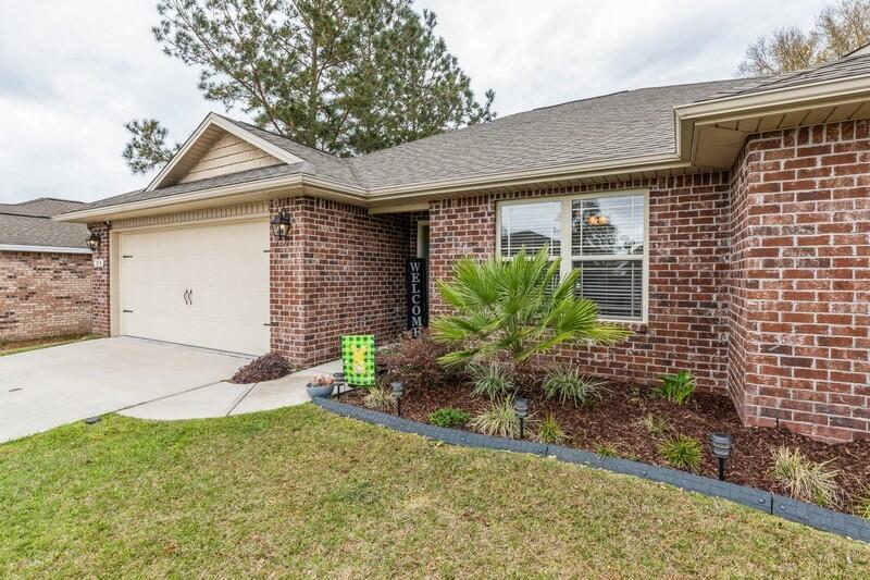 Photo of home for sale at 514 Grandridge, Crestview FL