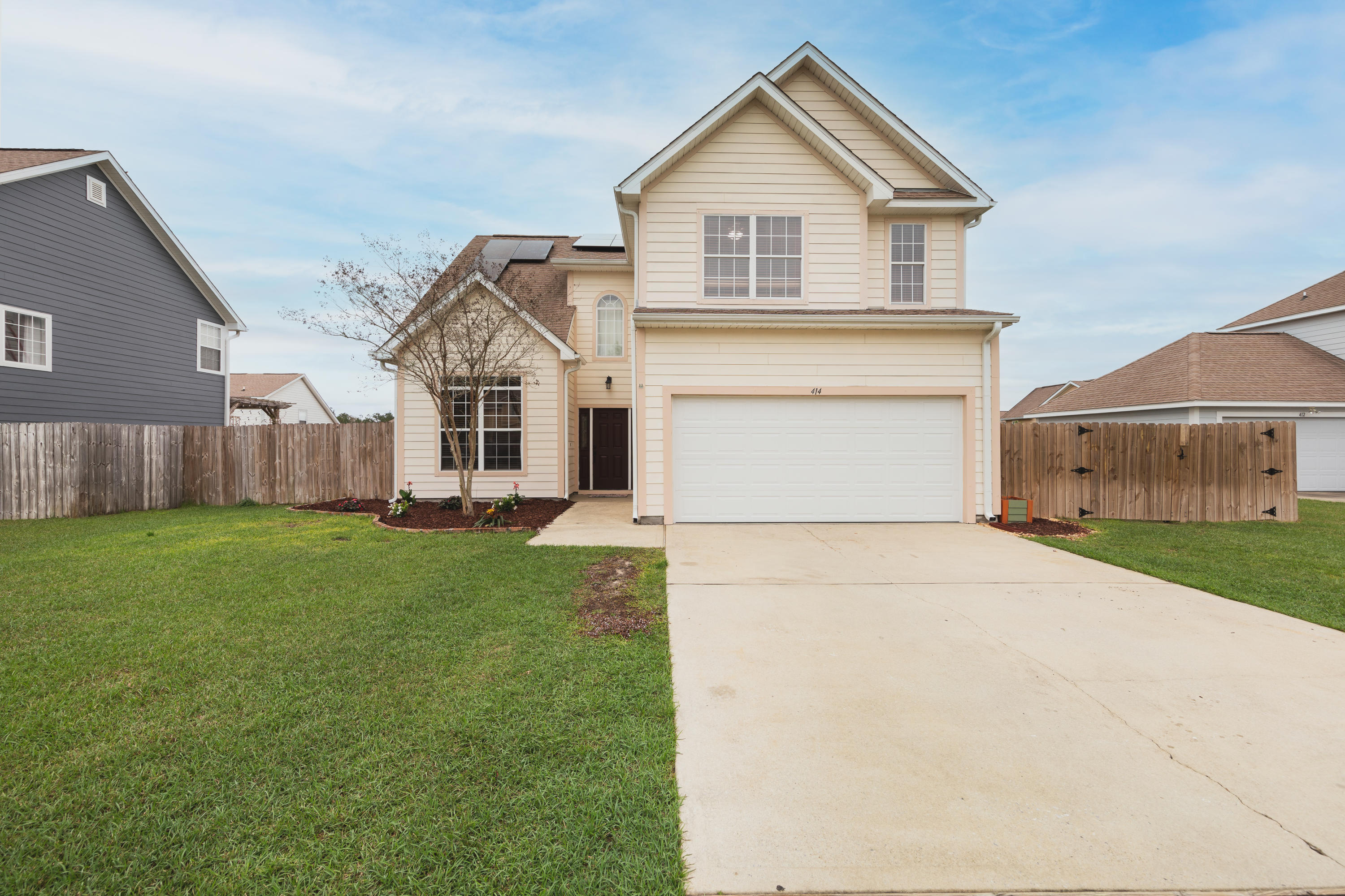 Photo of home for sale at 414 Peoria, Crestview FL