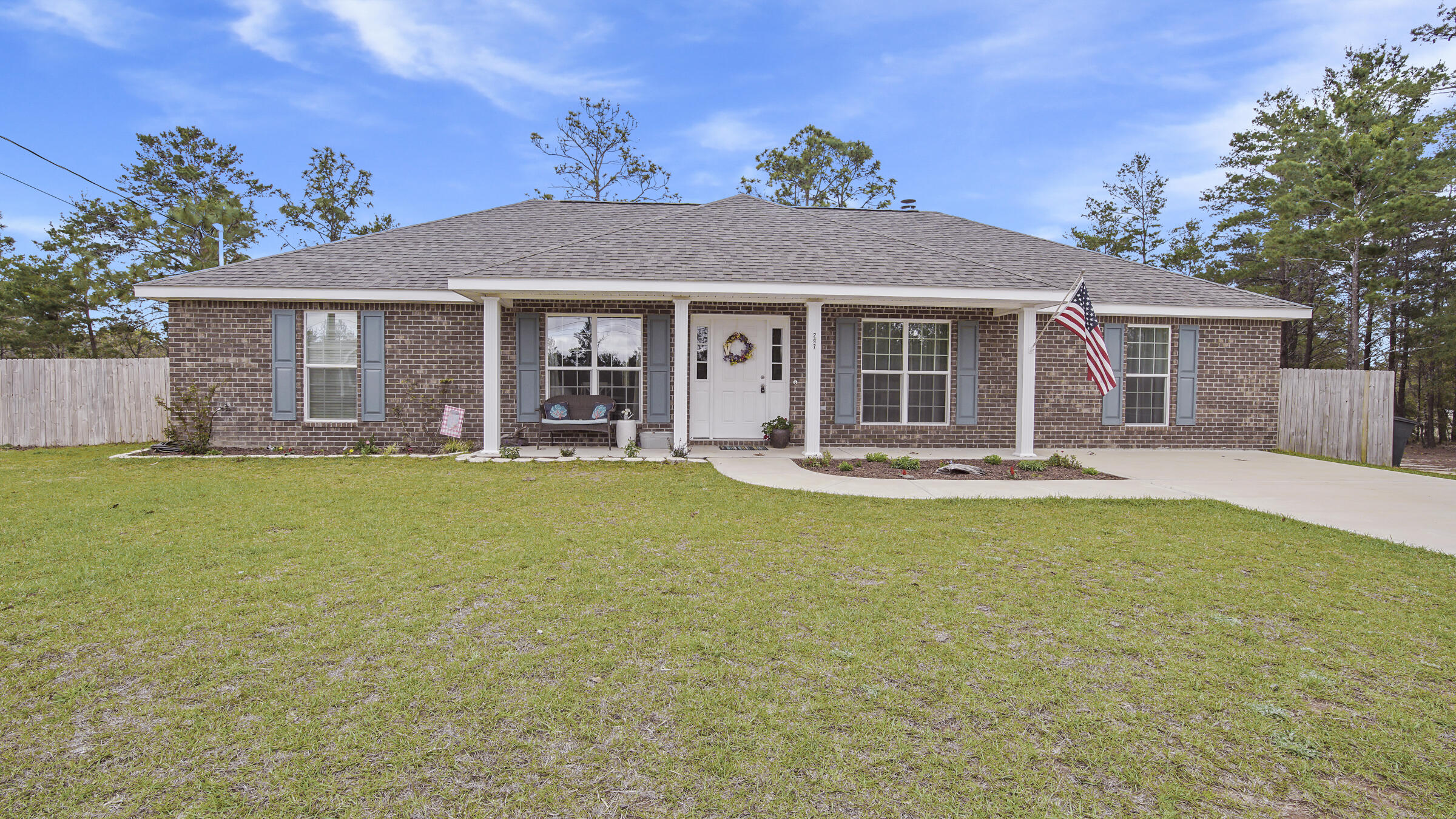 Photo of home for sale at 297 Daisy, Defuniak Springs FL