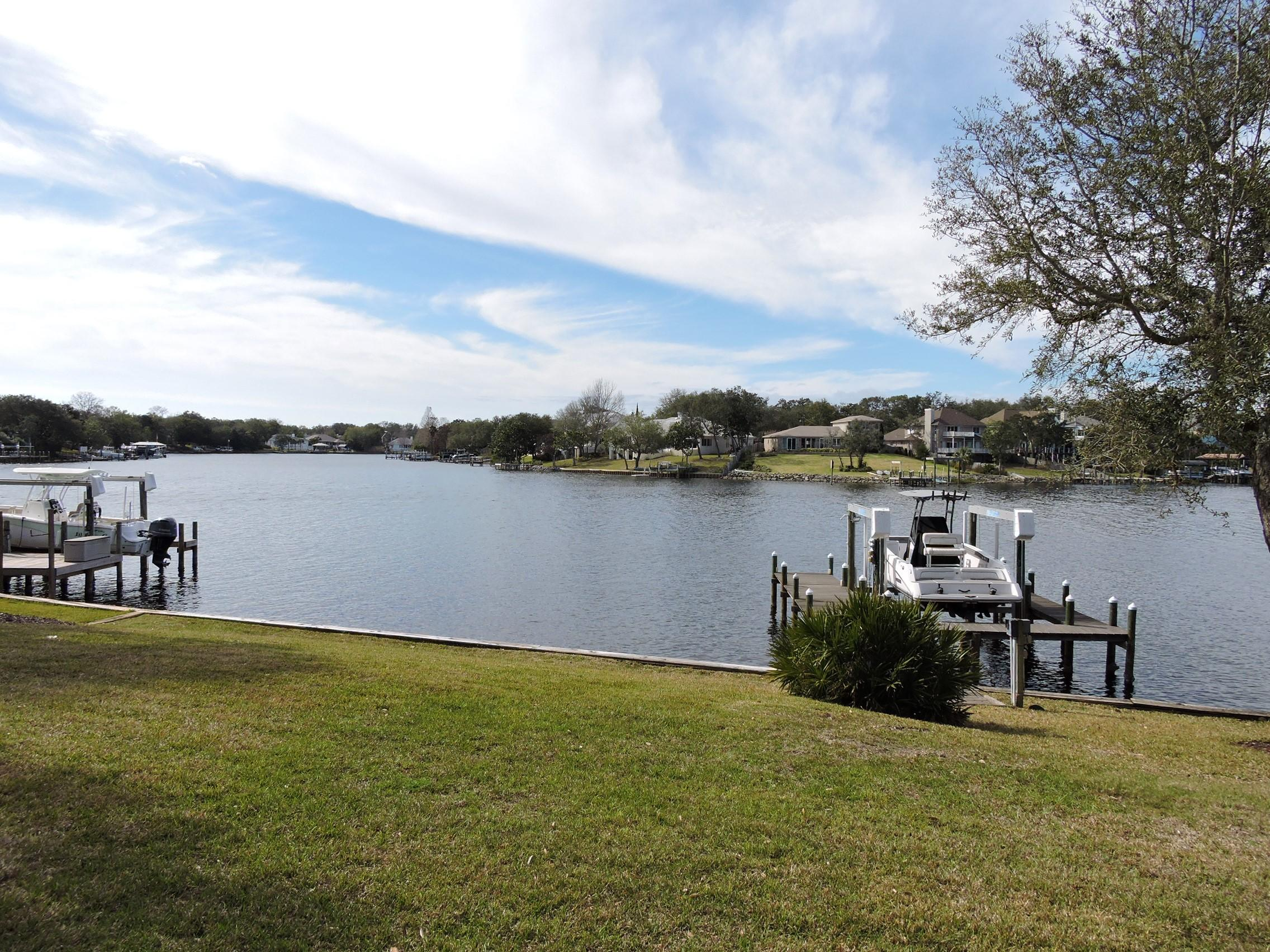 Photo of home for sale at 810 Choctaw, Shalimar FL