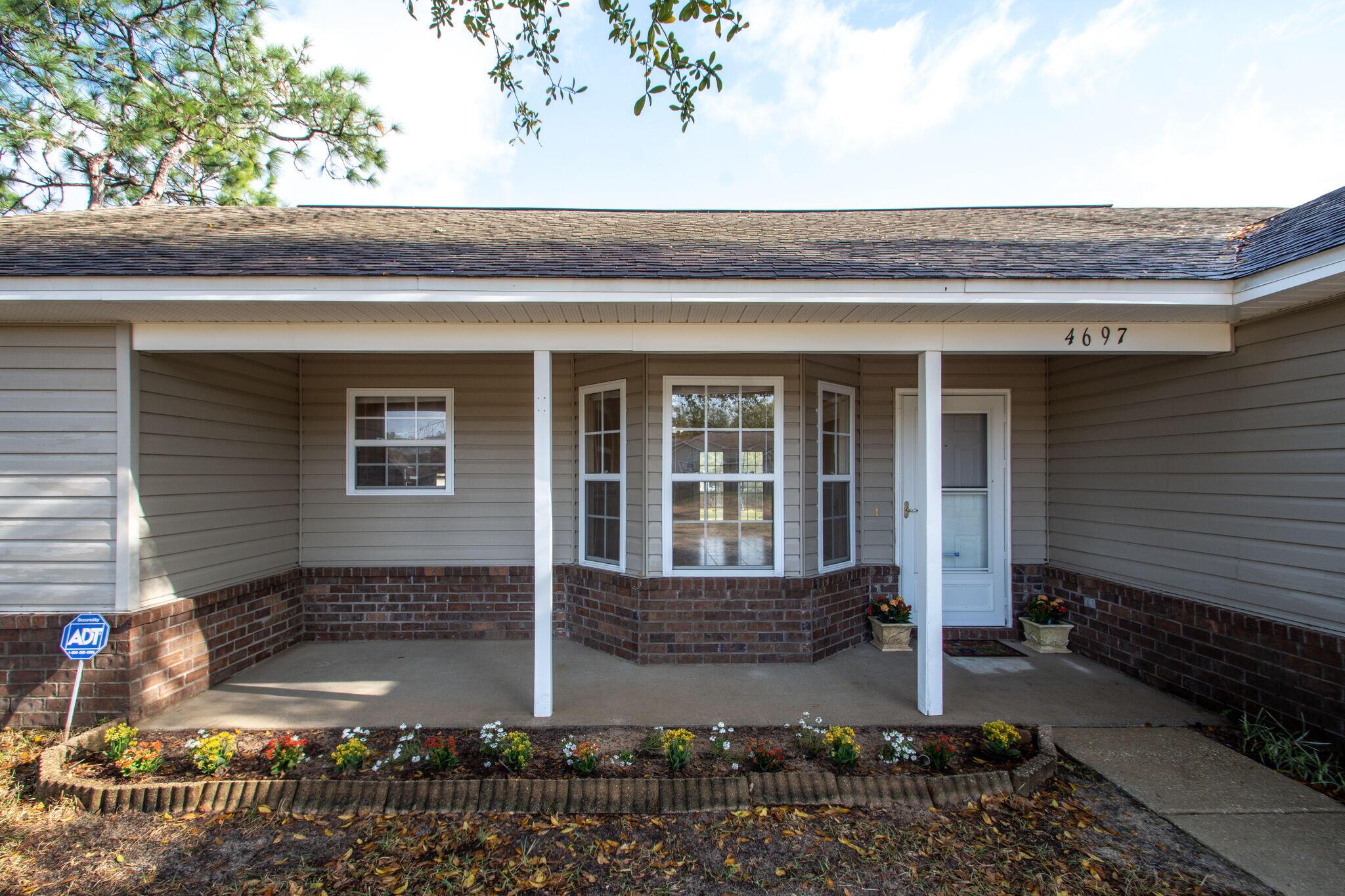 Photo of home for sale at 4697 Bobolink, Crestview FL