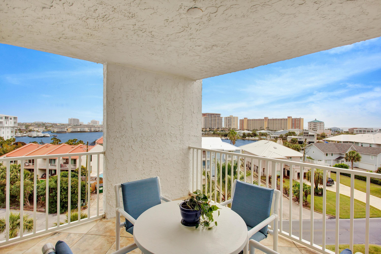 Photo of home for sale at 30 Moreno Point, Destin FL