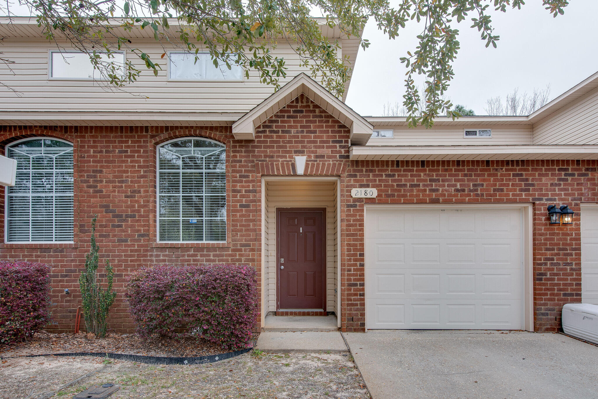 Photo of home for sale at 2180 Hadleigh Hills, Navarre FL