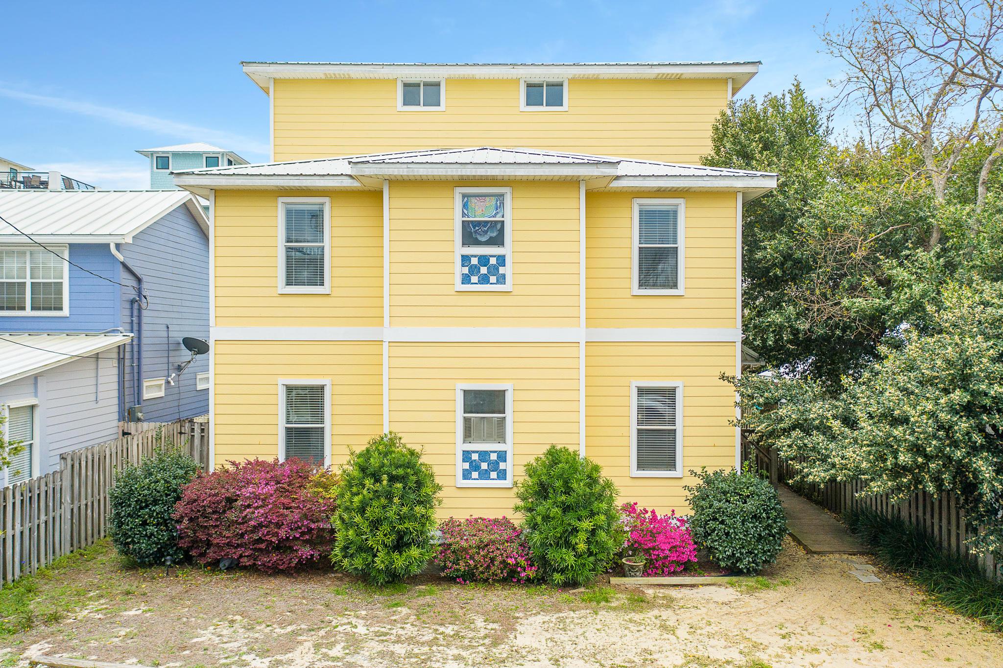 Photo of home for sale at 21 Daytona, Miramar Beach FL
