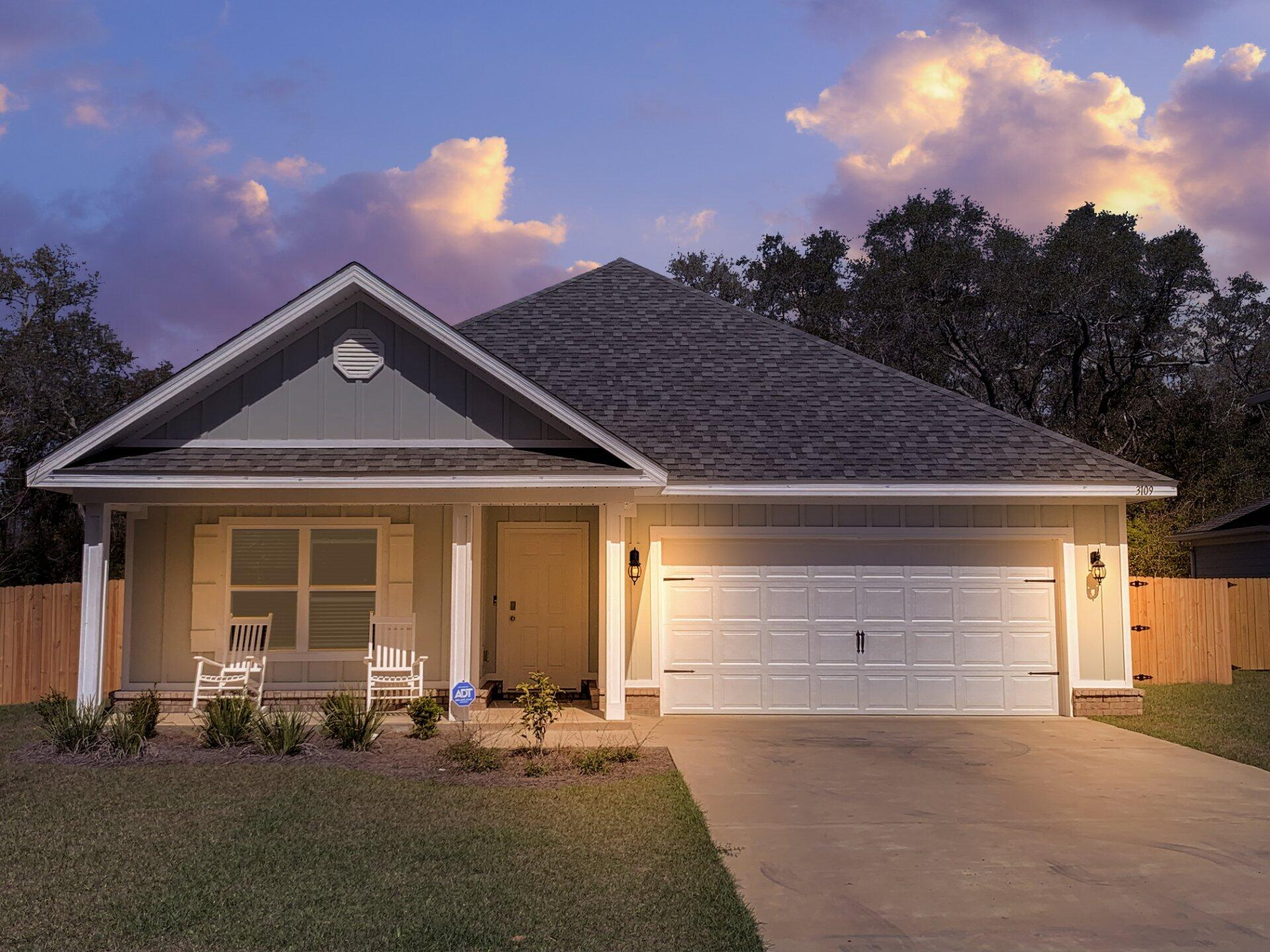 Photo of home for sale at 3109 Heritage Oaks, Navarre FL