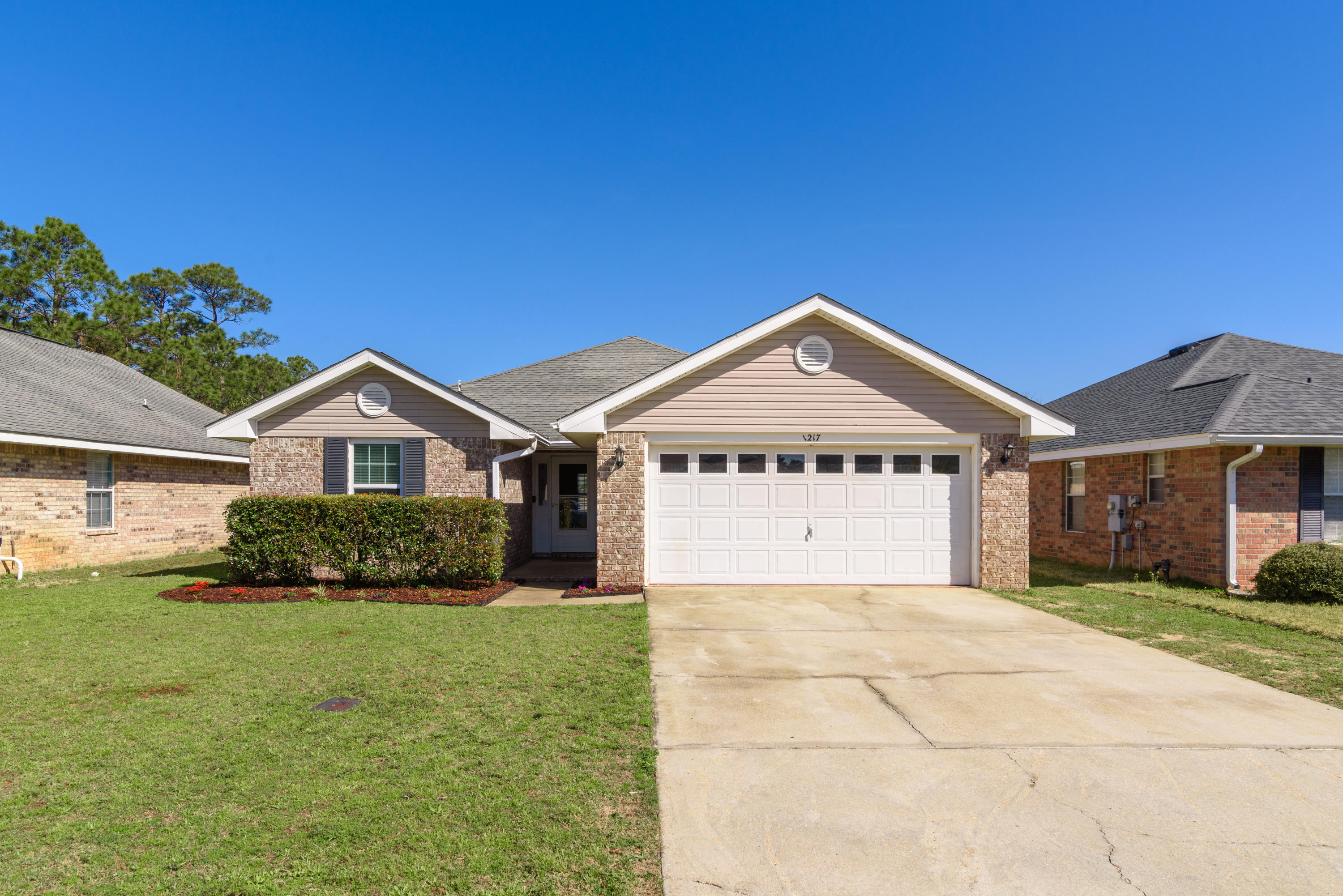 Photo of home for sale at 1217 Harrison, Gulf Breeze FL