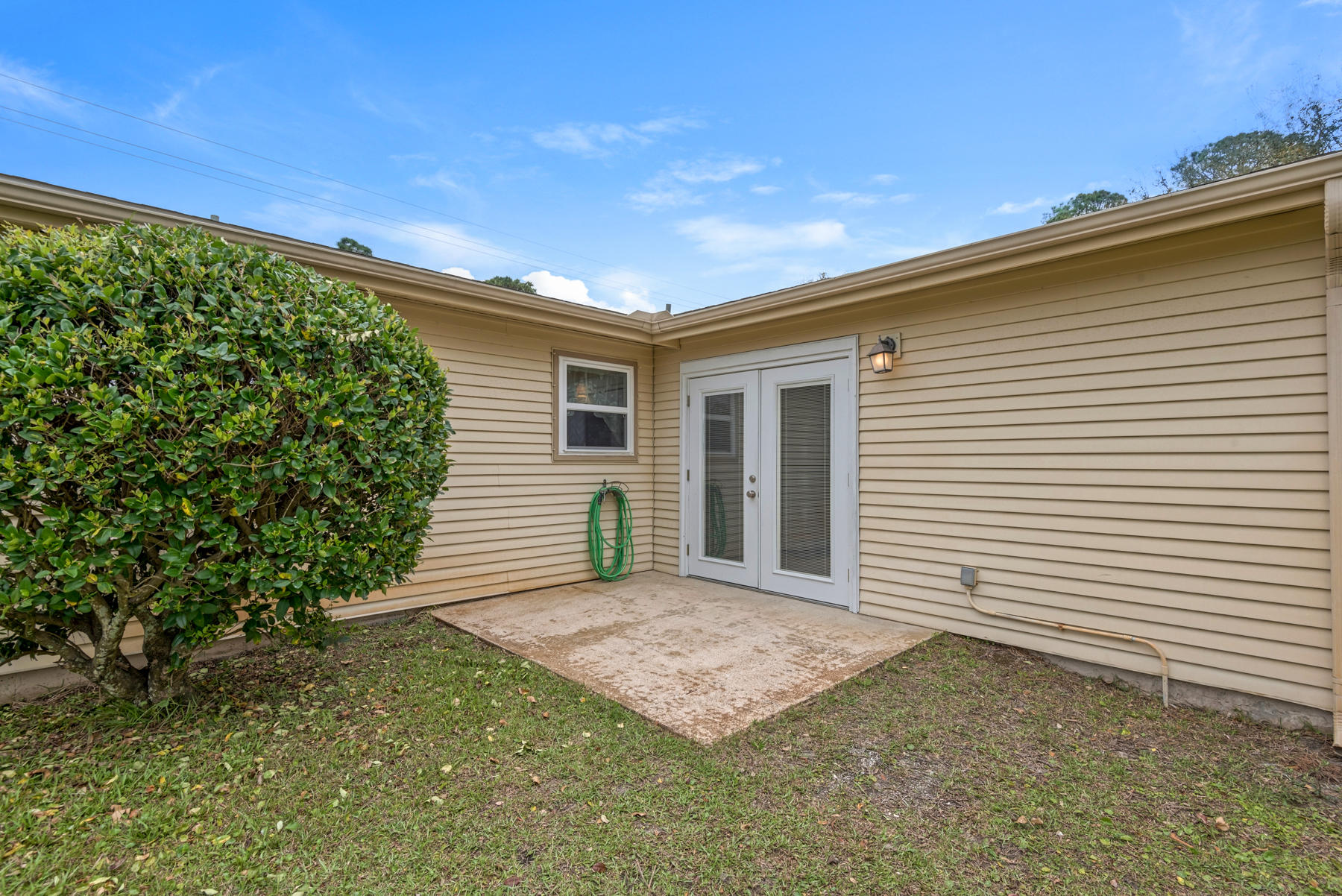 Photo of home for sale at 32 4th, Shalimar FL
