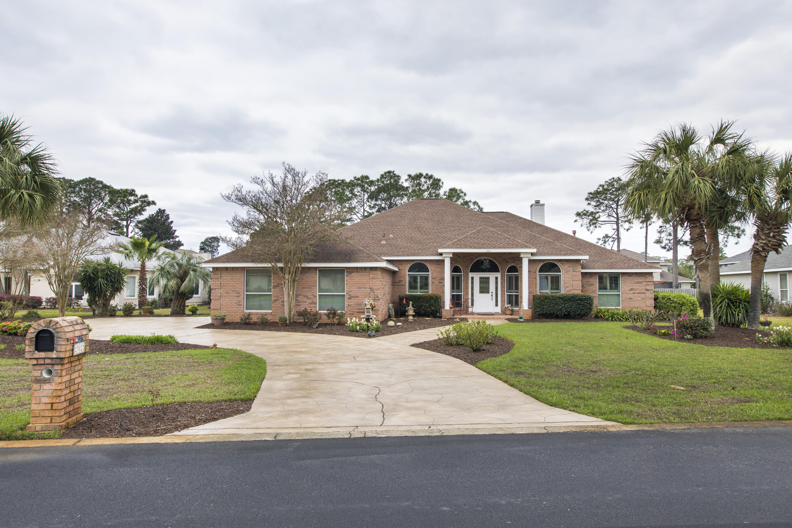 Photo of home for sale at 302 Baywinds, Destin FL