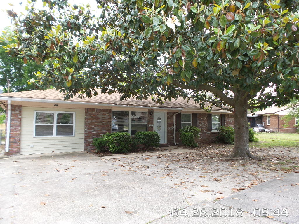 Photo of home for sale at 323 23rd, Niceville FL