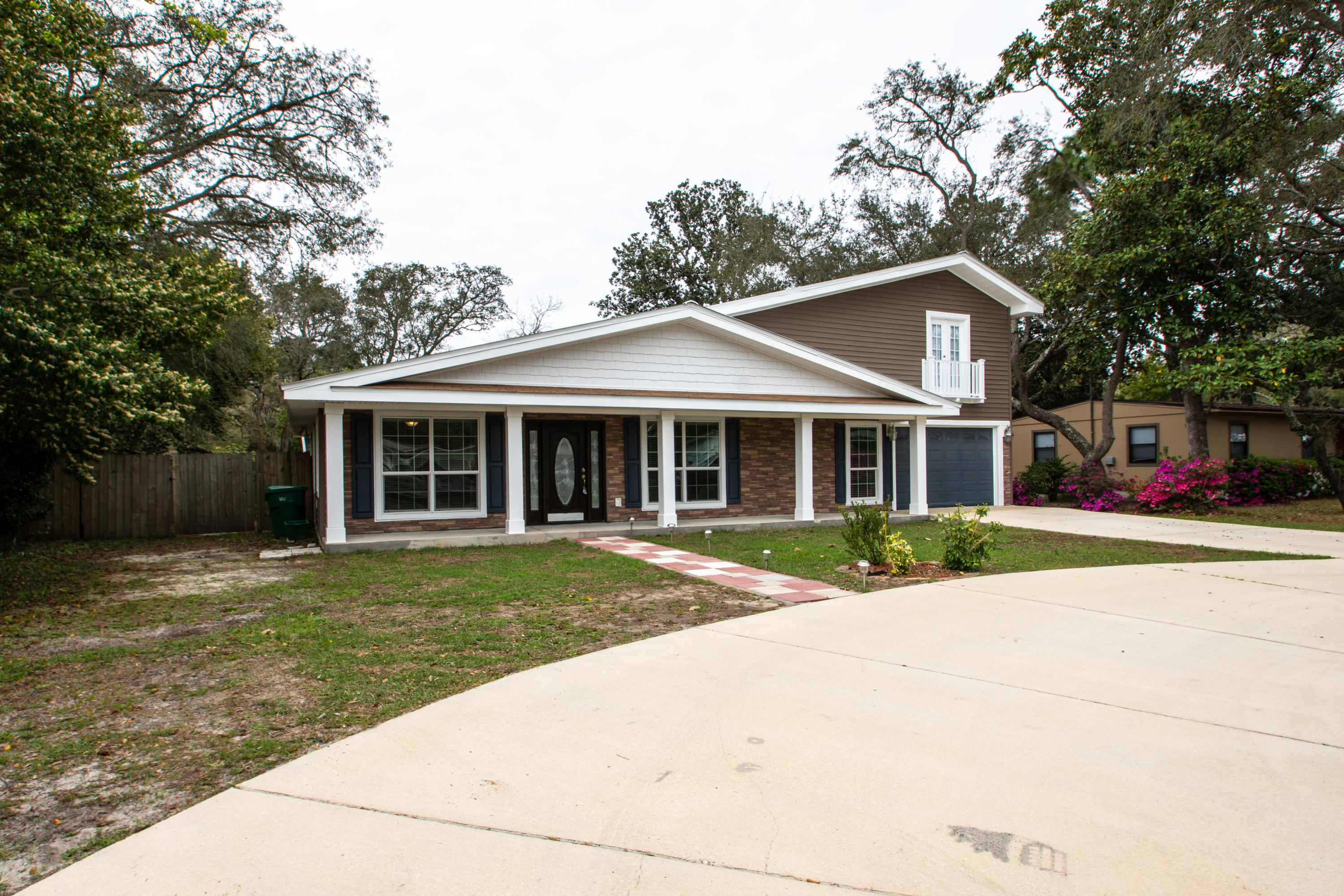 Photo of home for sale at 504 Manchester, Fort Walton Beach FL