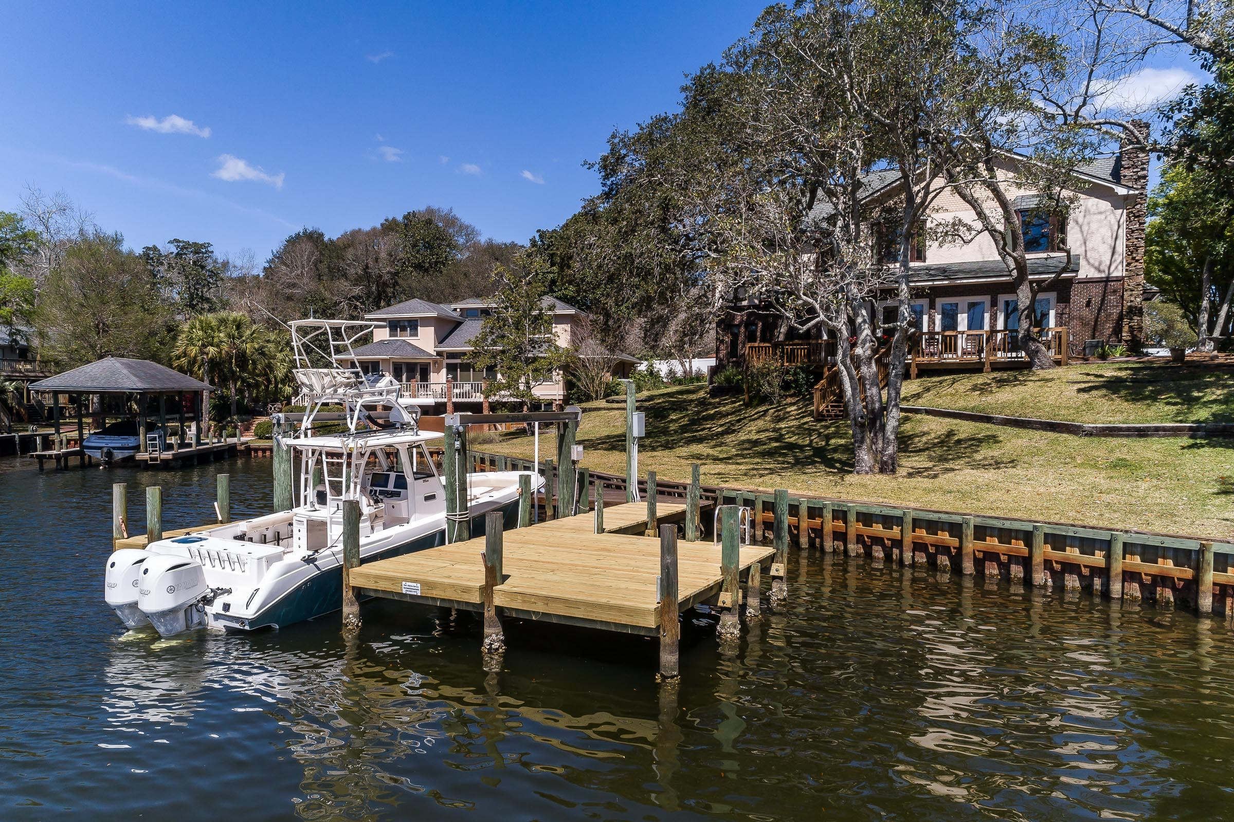 Photo of home for sale at 402 Barataria, Fort Walton Beach FL