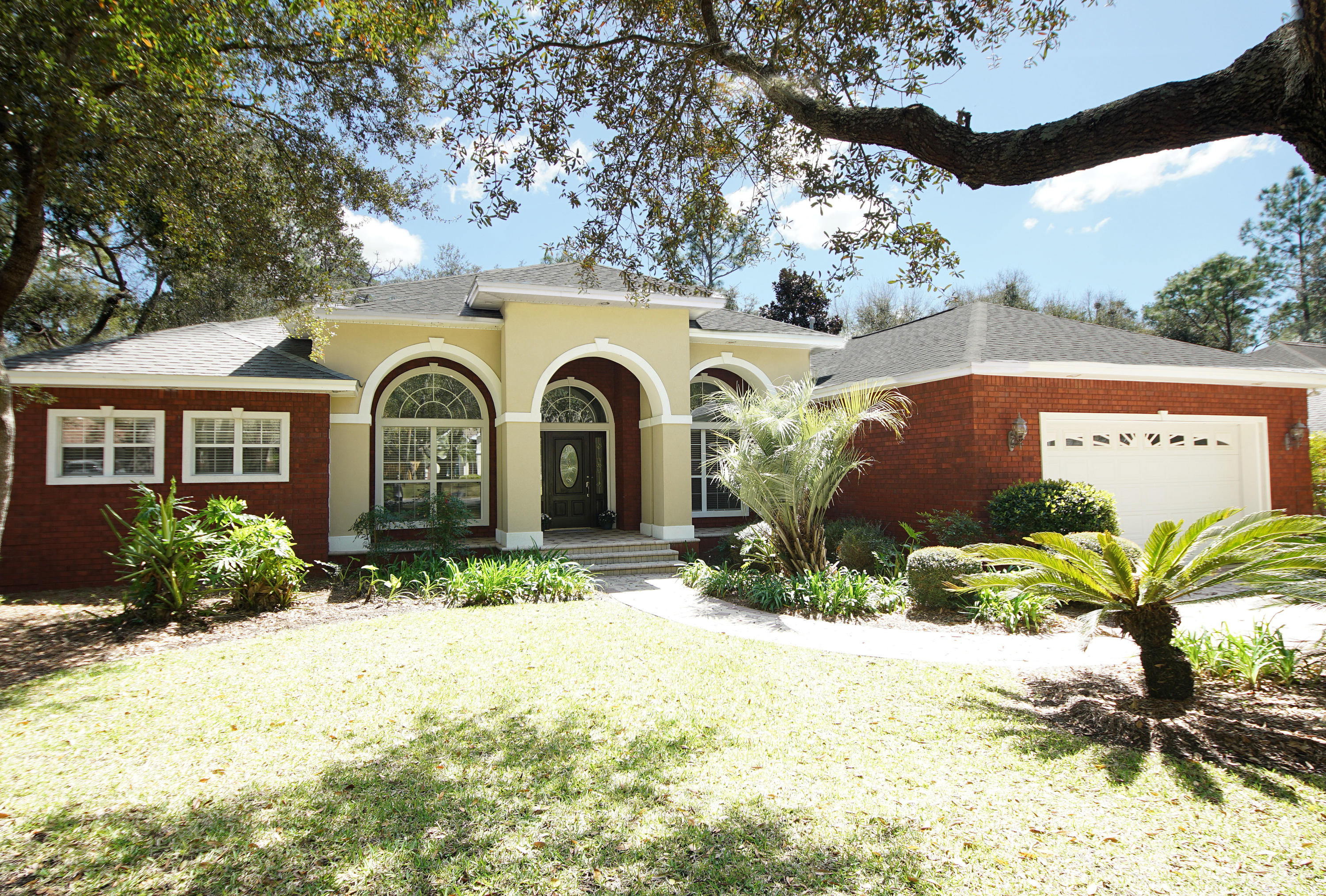Photo of home for sale at 823 Coldwater Creek, Niceville FL