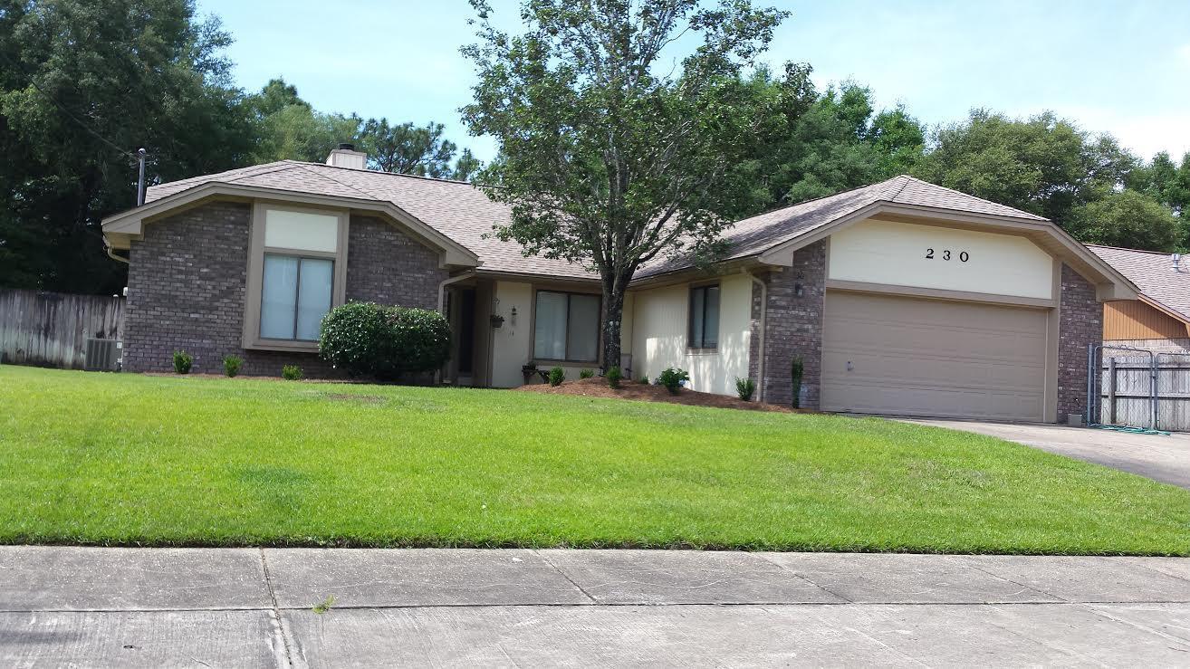 Photo of home for sale at 230 Karen, Niceville FL