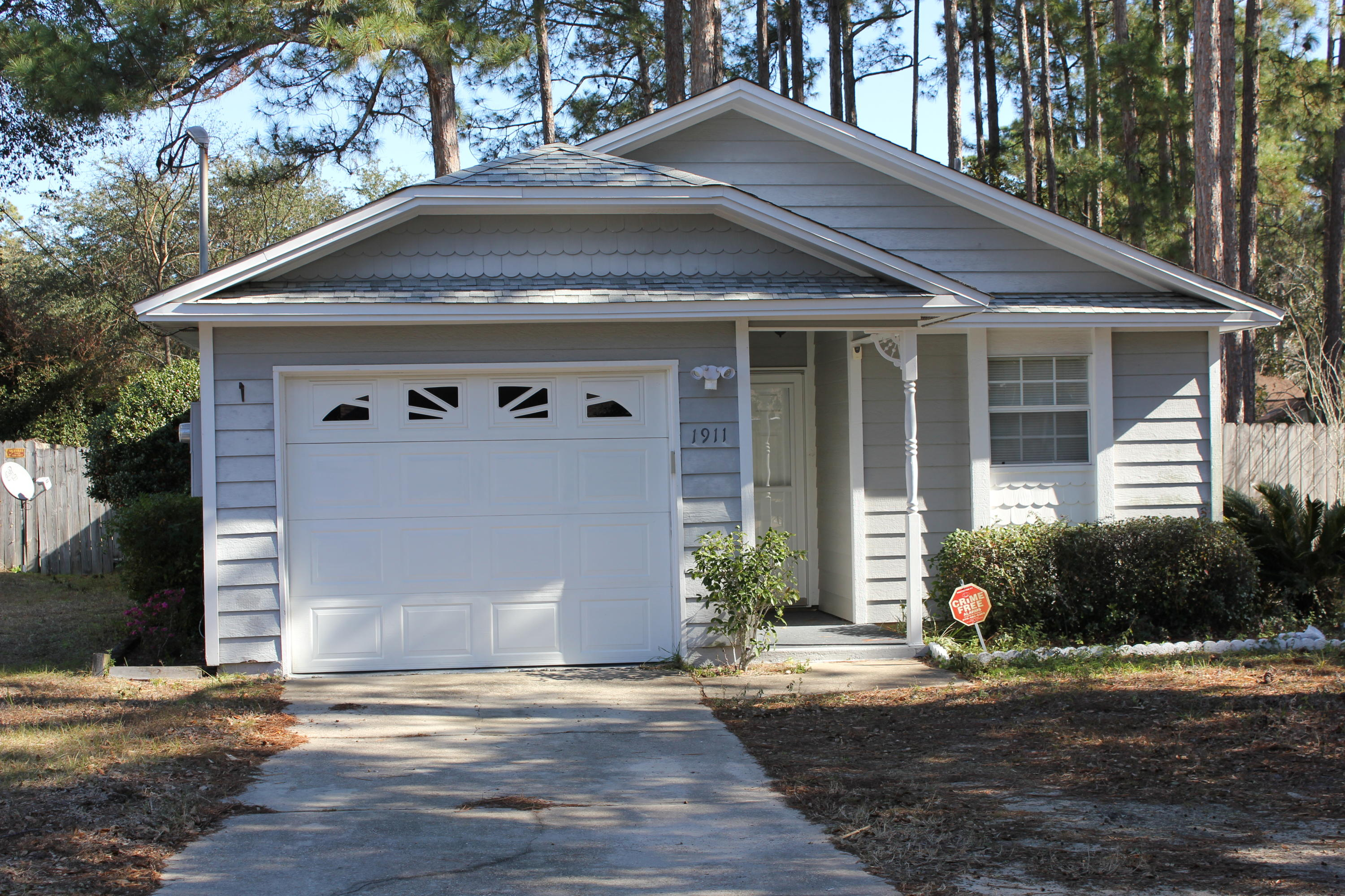 Photo of home for sale at 1911 Quince, Niceville FL