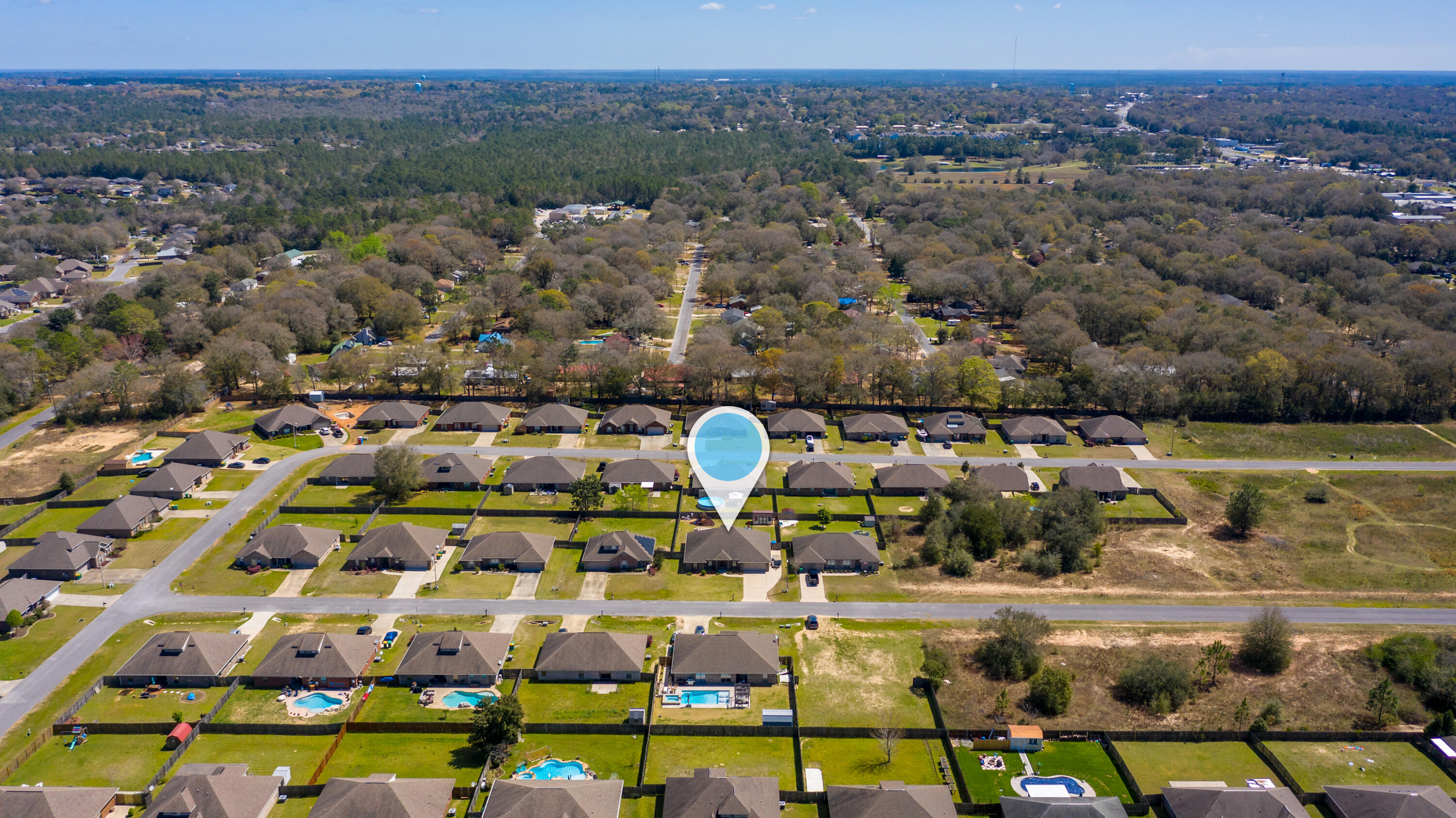 Photo of home for sale at 5451 Lee Farm, Crestview FL